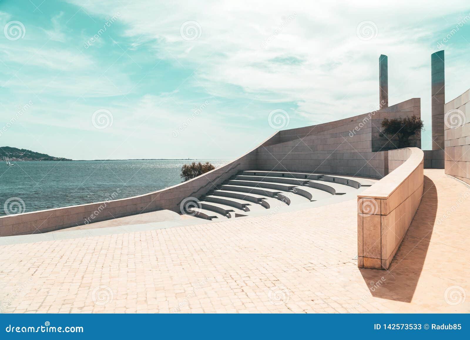 Minimalismzetels en Treden van Modern Amfitheater