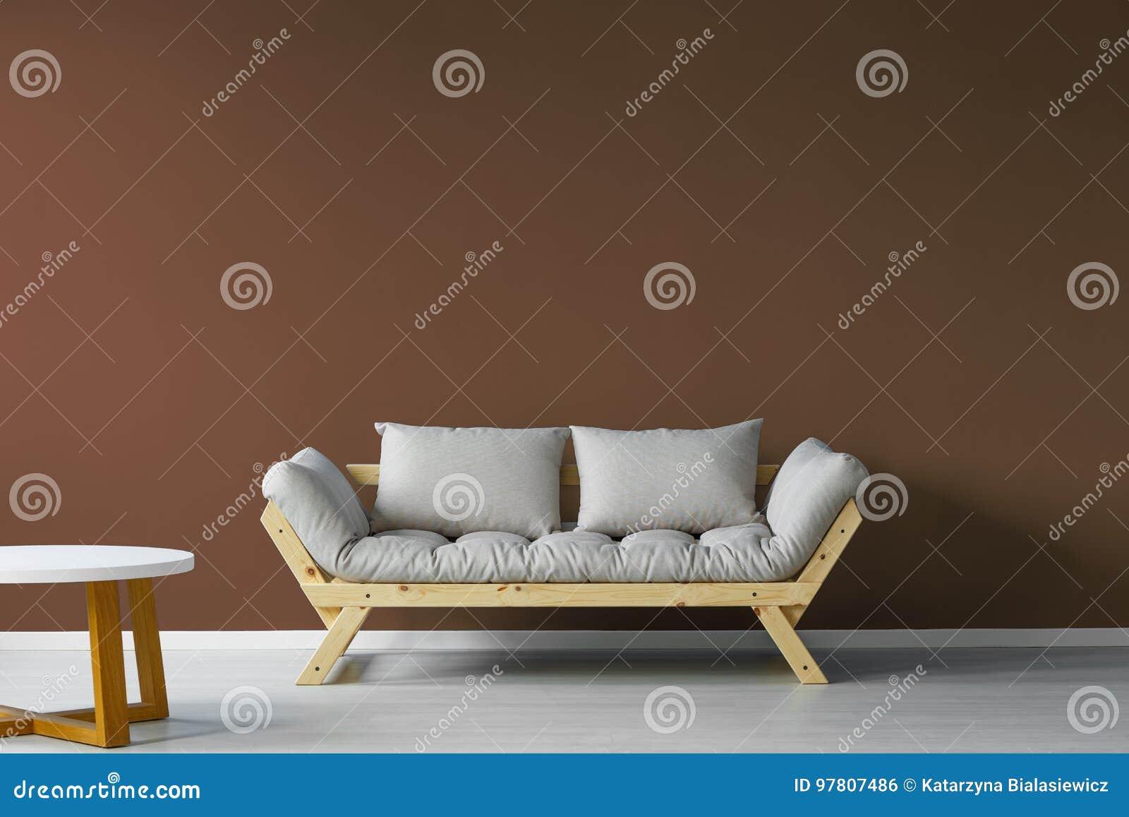 Minimalistic, interior escandinavo da sala de dia