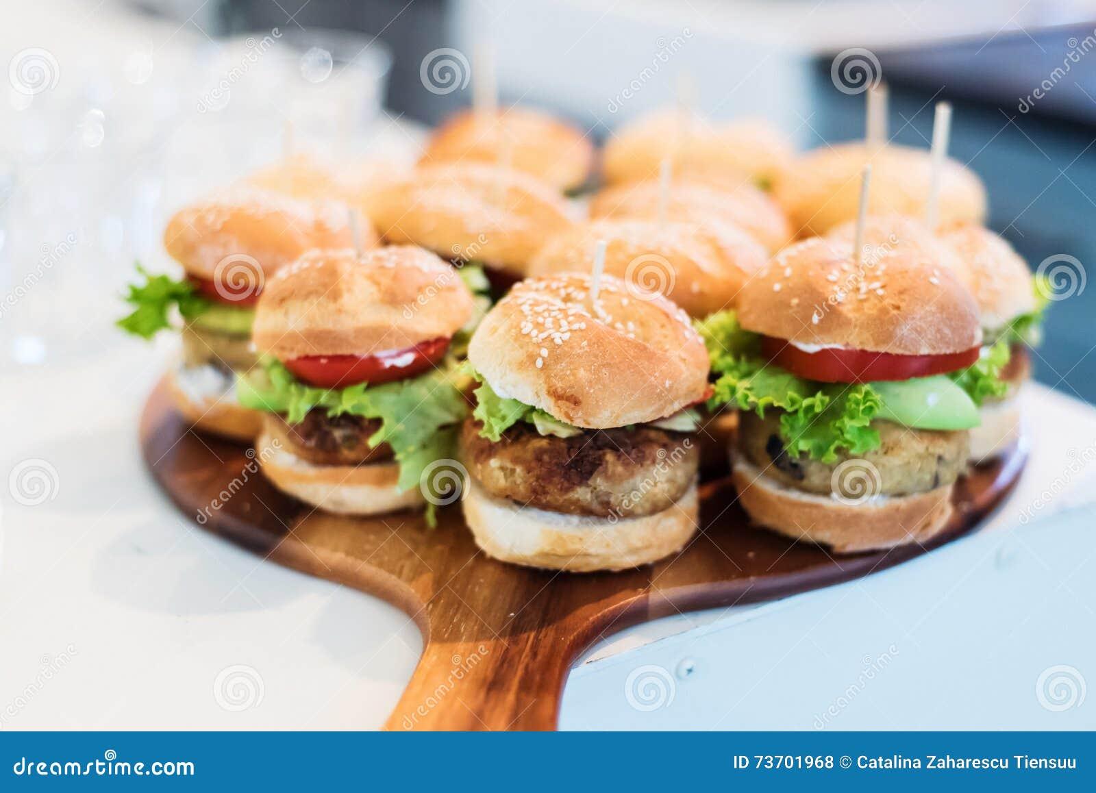 Miniquinoaburger des strengen Vegetariers