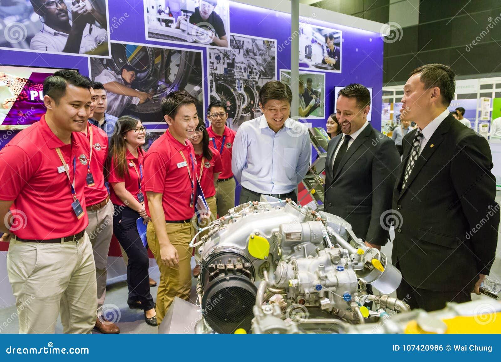 Minister Ng Chee Meng am Luftfahrt-offenen Haus