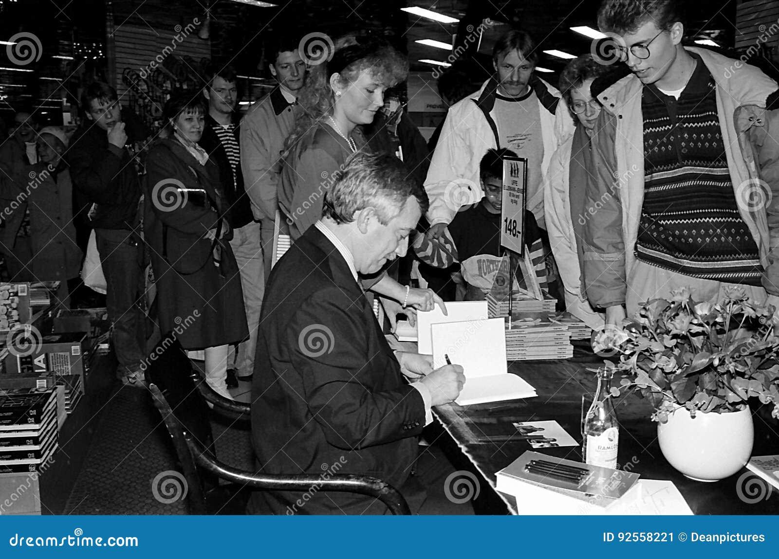 MINISTRO DEGLI AFFARI ESTERI DEL ` S DELLA DANIMARCA UFFE 1982-1993 ELLEMANN JENSEN
