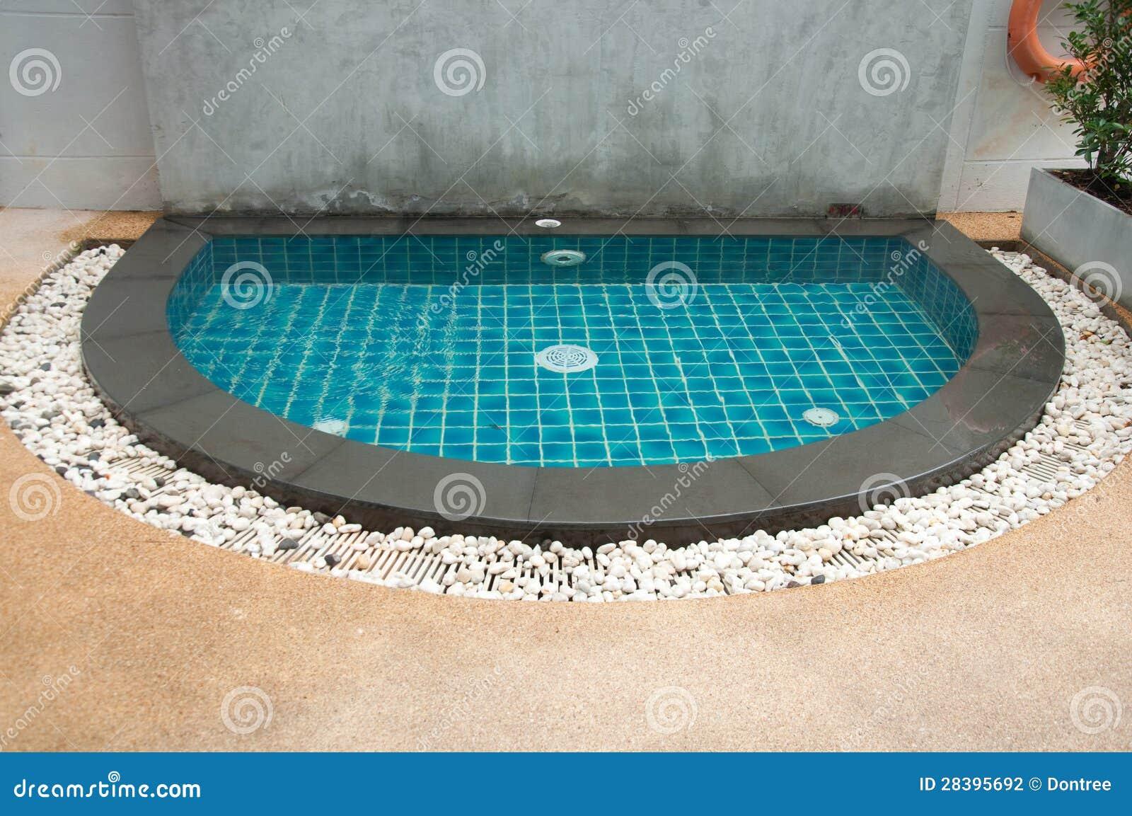 miniswimmingpool stockfoto. bild von mini, teich, relax - 28395692