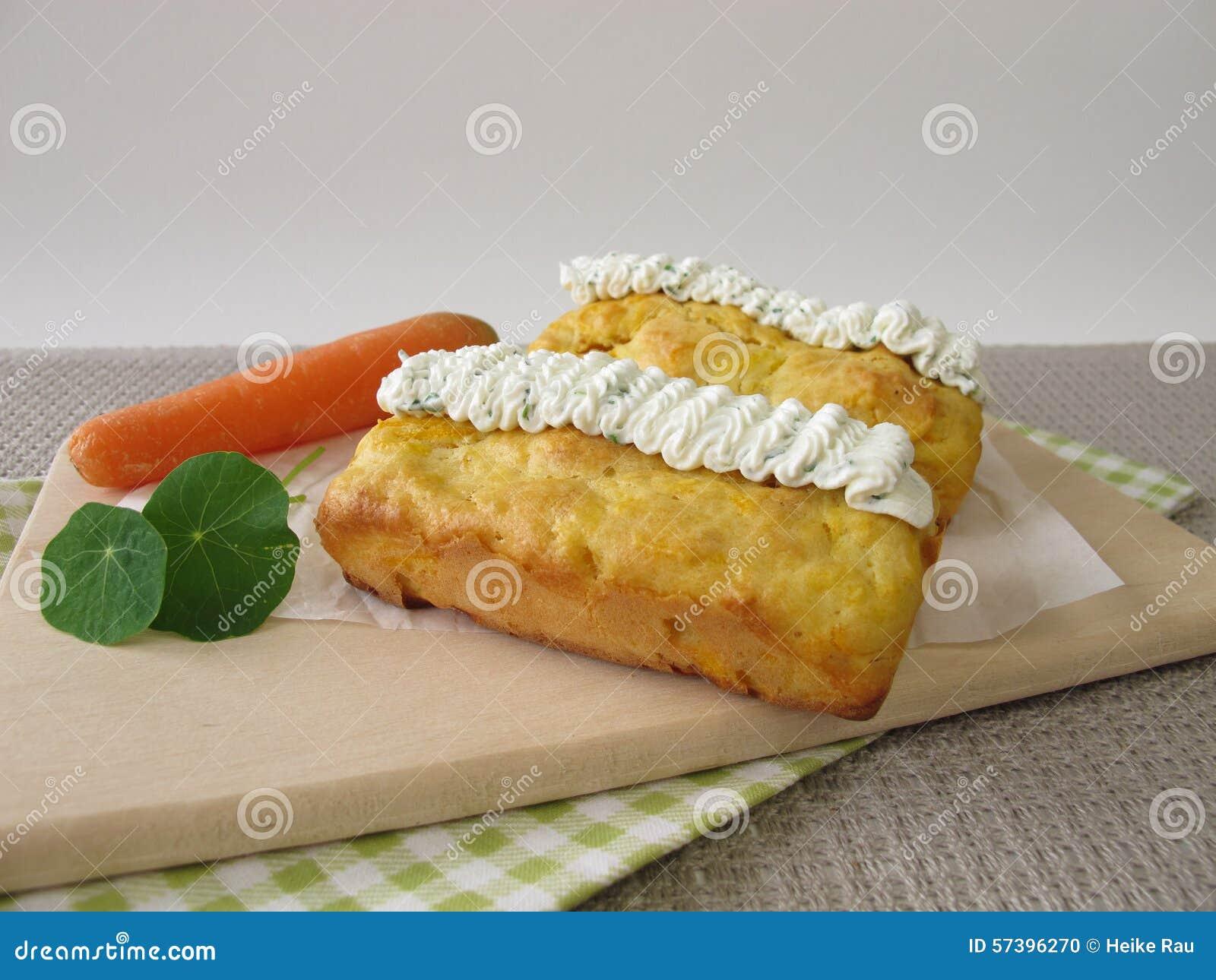 Miniwortelbrood met kruidroomkaas