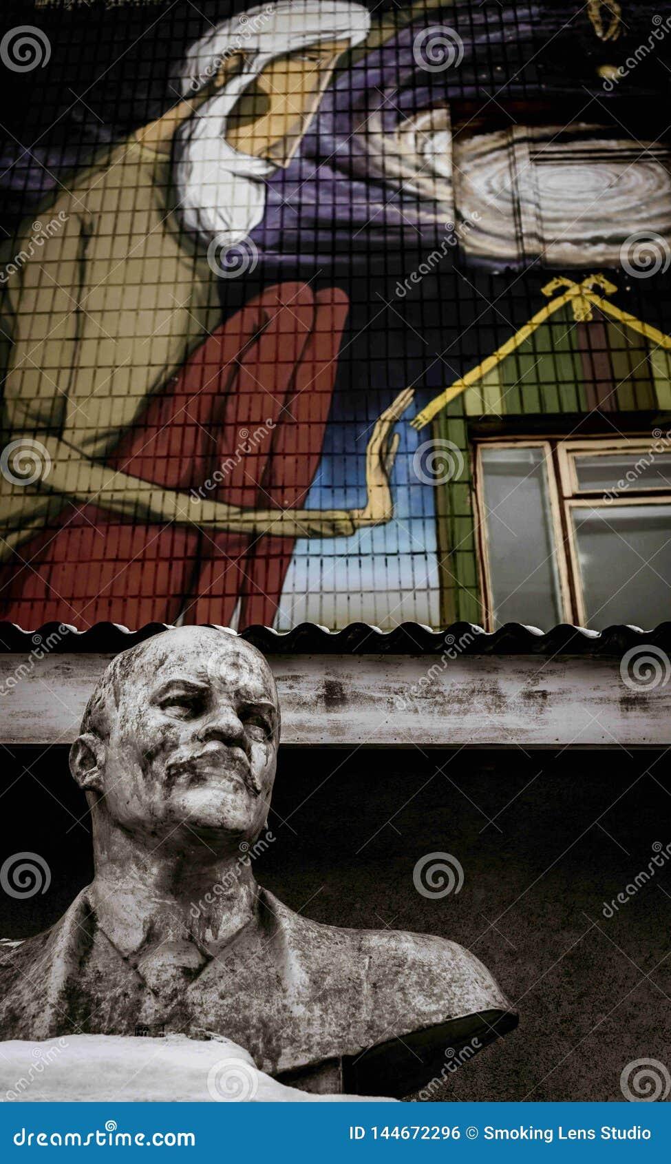 Mink_Lenin_Statue_Wall_Graffiti