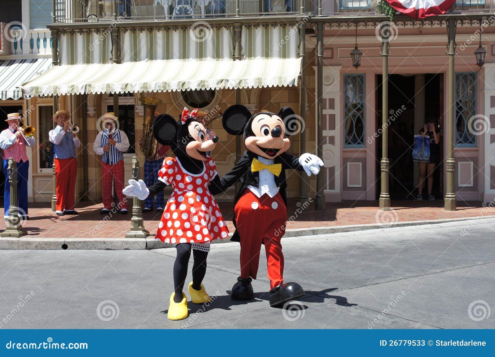 Minnie i Myszka Miki przy Disneyland