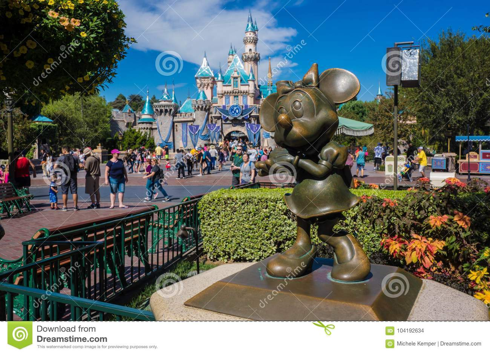 Minnie Mouse bronsstaty Disneyland