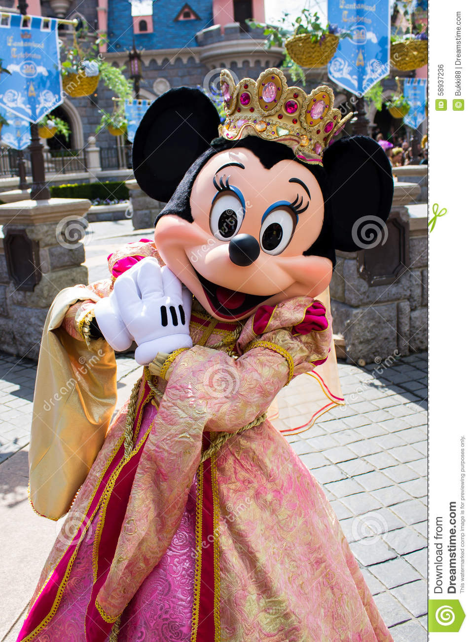 euro disney from dream to nightmare Euro disney from dream to nightmare group 5 presentattion it  is the centre of transportation and a linkage among different destinations: easy.