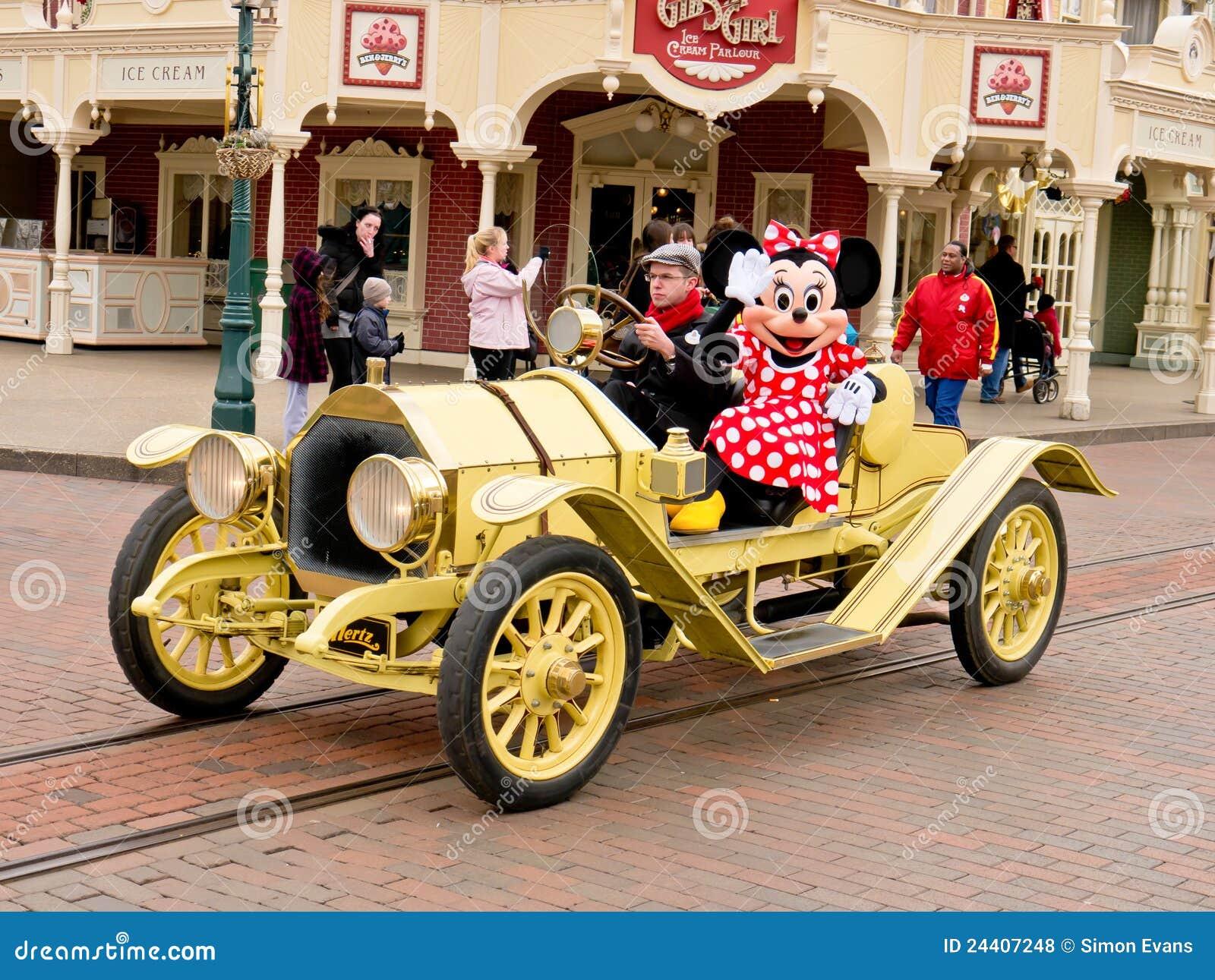 Minnie samochodowa mysz