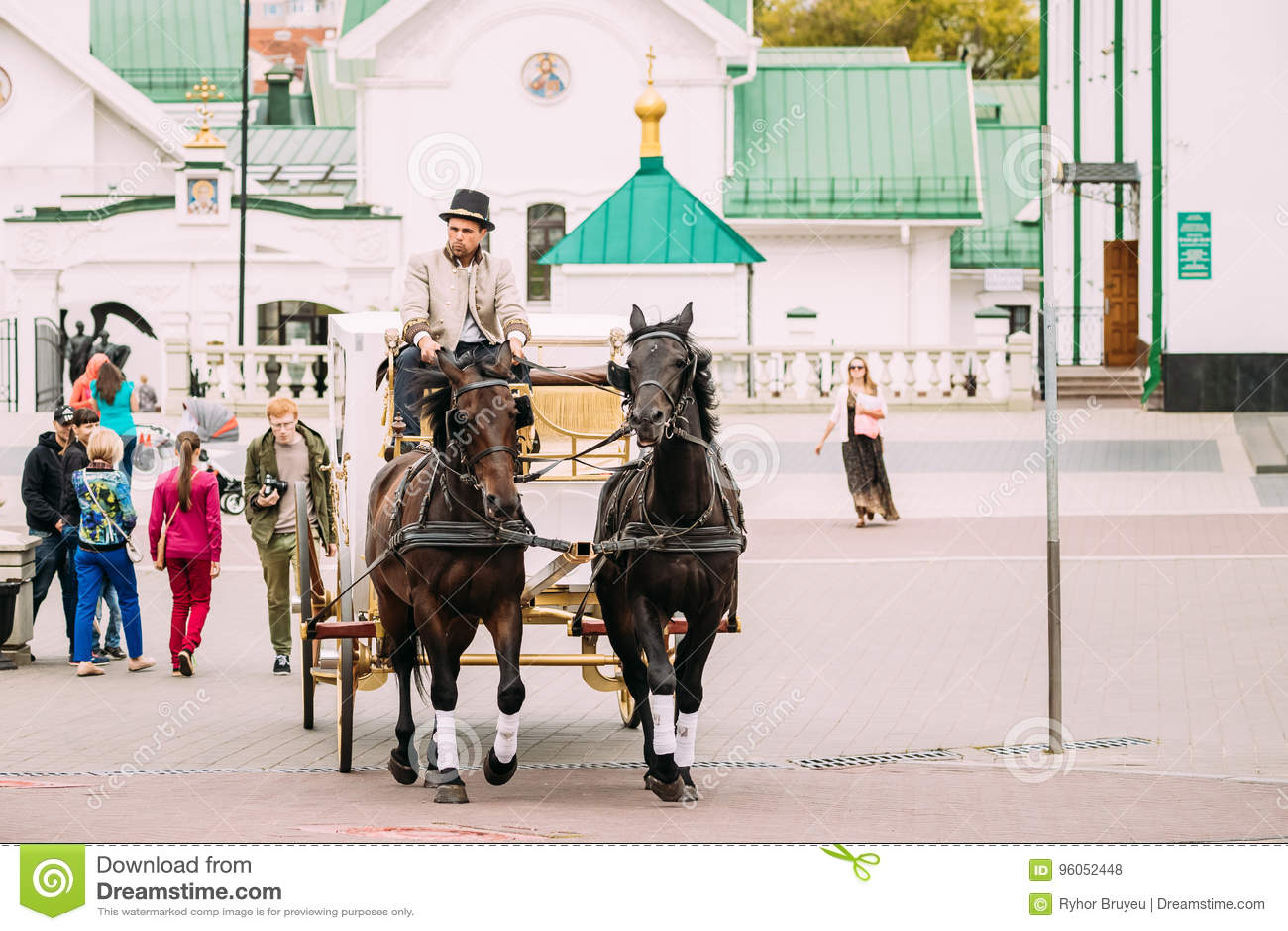 Minsk, Belarus Chariot de vacances dessiné par deux chevaux, commandés