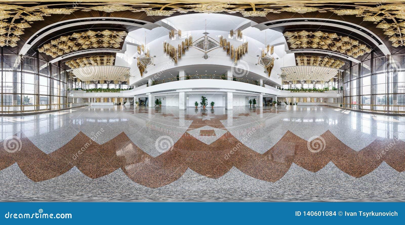 MINSK, BELARUS - JUILLET 2016 : plein panorama sans couture 360 degrés de vue d angle dans l intérieur du hall vide de luxe avec