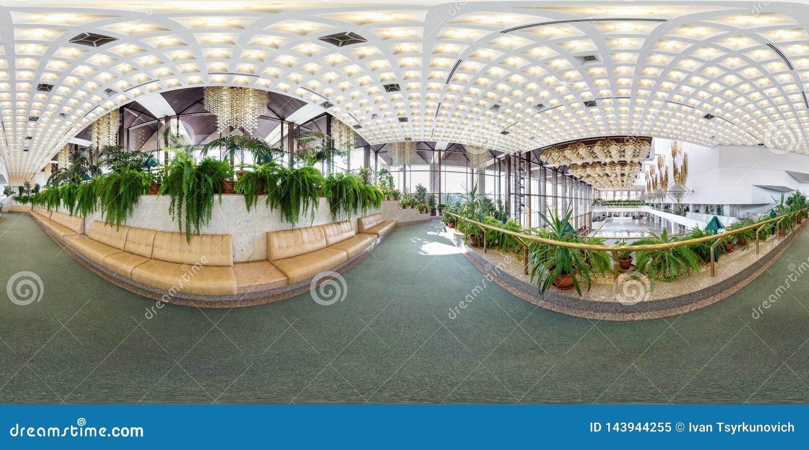 MINSK BIAŁORUŚ, LIPIEC, -, 2016: pełna bezszwowa bańczasta panorama 360 stopni wędkuje Wśrodku wnętrza luksusowy elegancki złocis