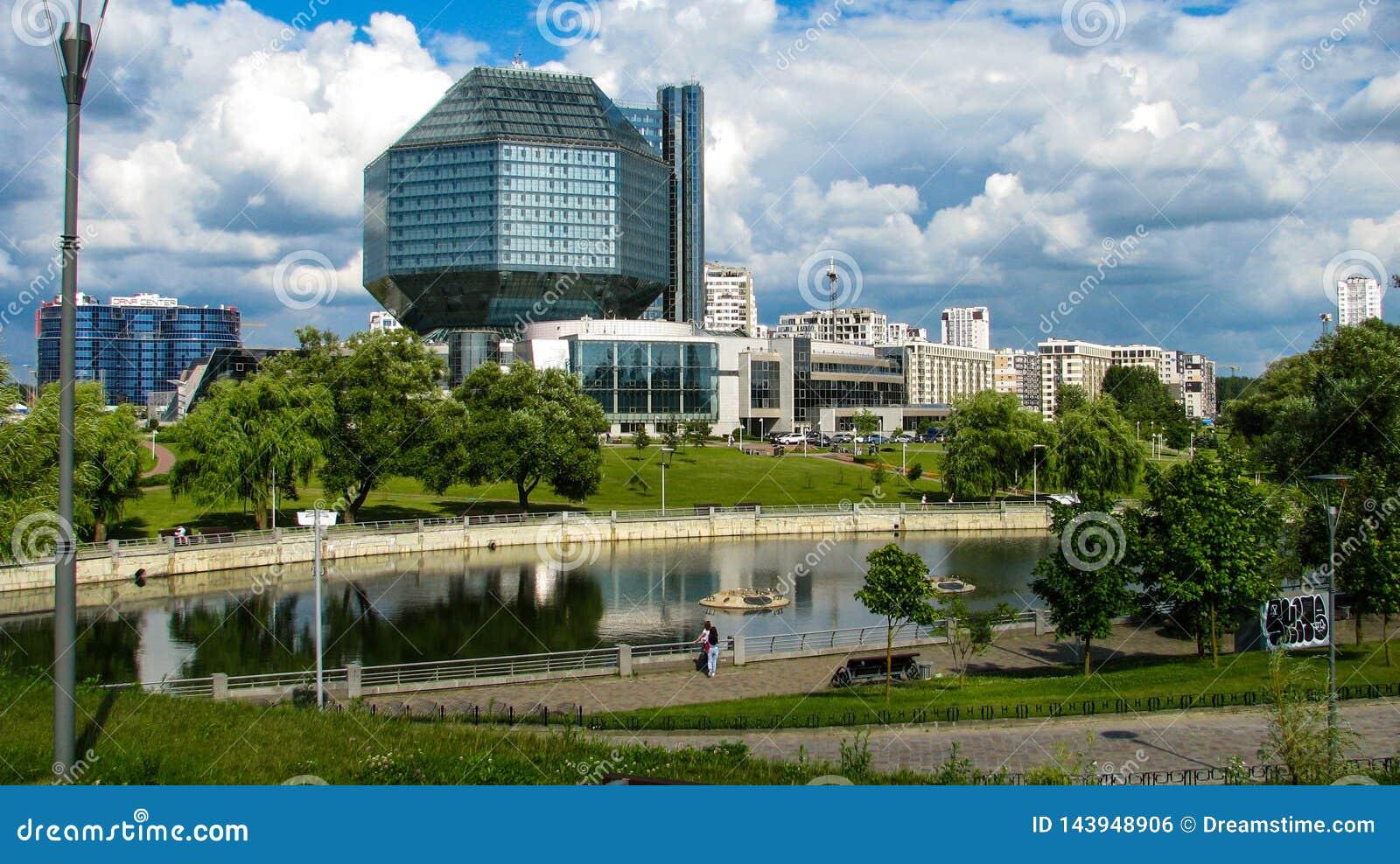 MINSK, BIELORUSSIA - 10 luglio 2018: Biblioteca nazionale della Bielorussia