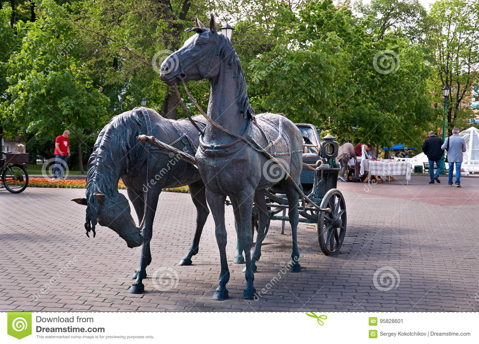_ minsk Monumentbesättning Två hästar med en vagn Maj 21, 2017