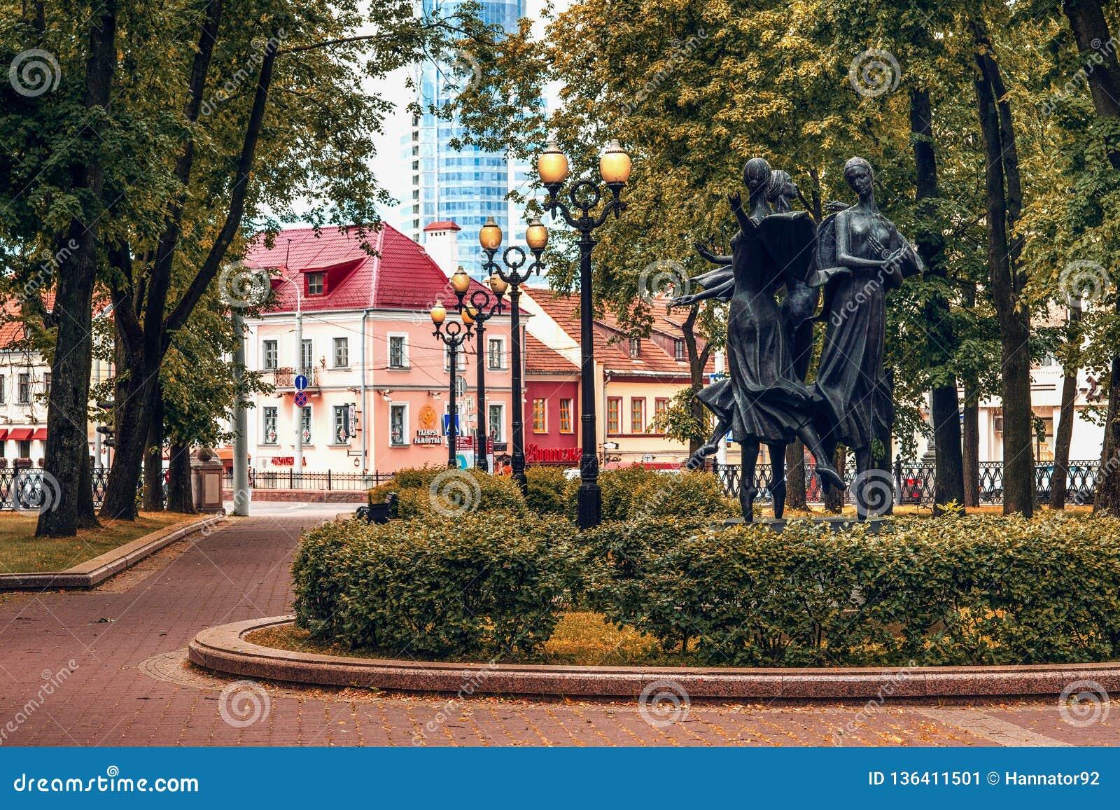 Minsk Vitryssland, teaterfyrkant nästan den nationella operan och balettteatern