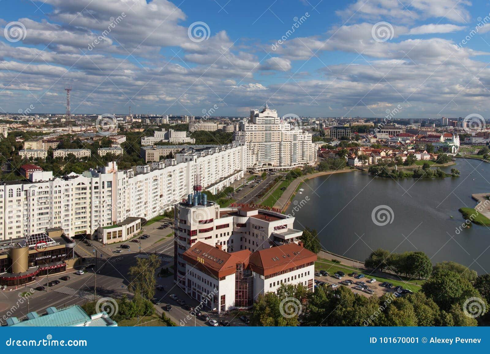 MINSK, WIT-RUSLAND - AUGUSTUS 15, 2016: Luchtmening van het zuidendeel van het Minsk