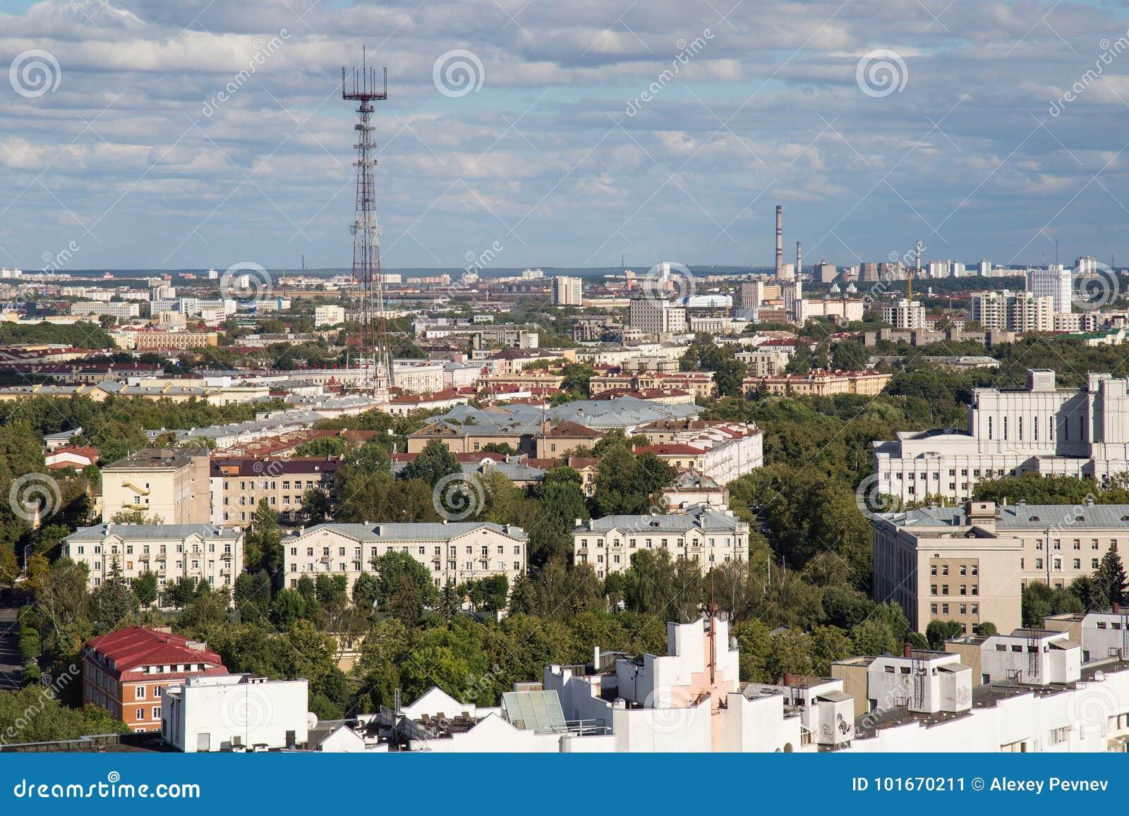 MINSK, WIT-RUSLAND - AUGUSTUS 15, 2016: Luchtmening van het zuidoostelijke deel van Minsk