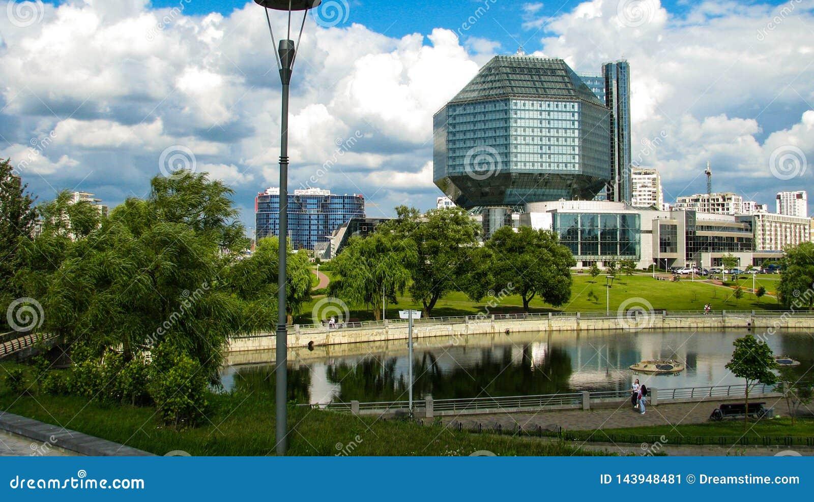 MINSK, WIT-RUSLAND - Juli 10, 2018: Nationale Bibliotheek van Wit-Rusland