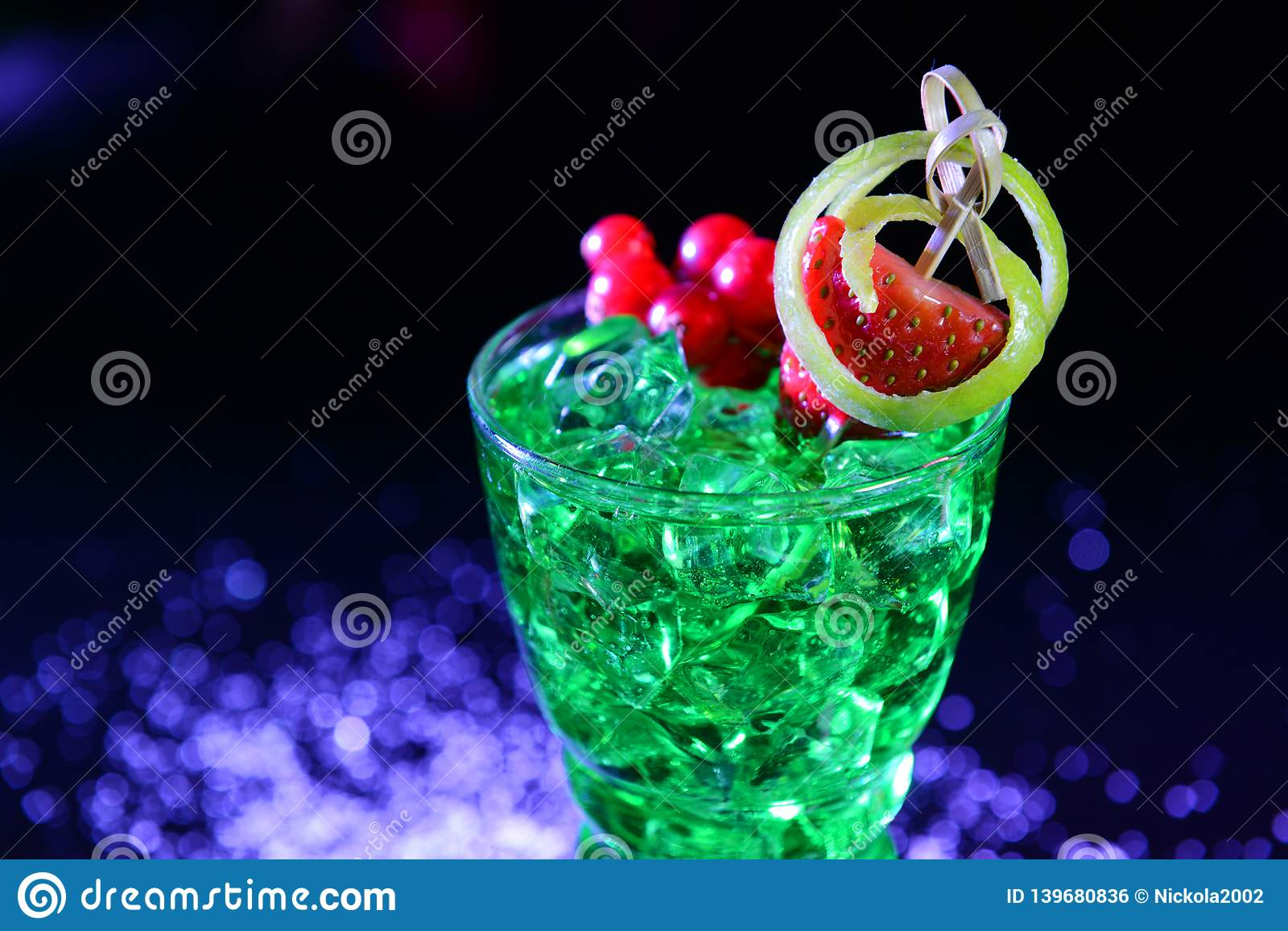 Mint green juice with strawberries and currants