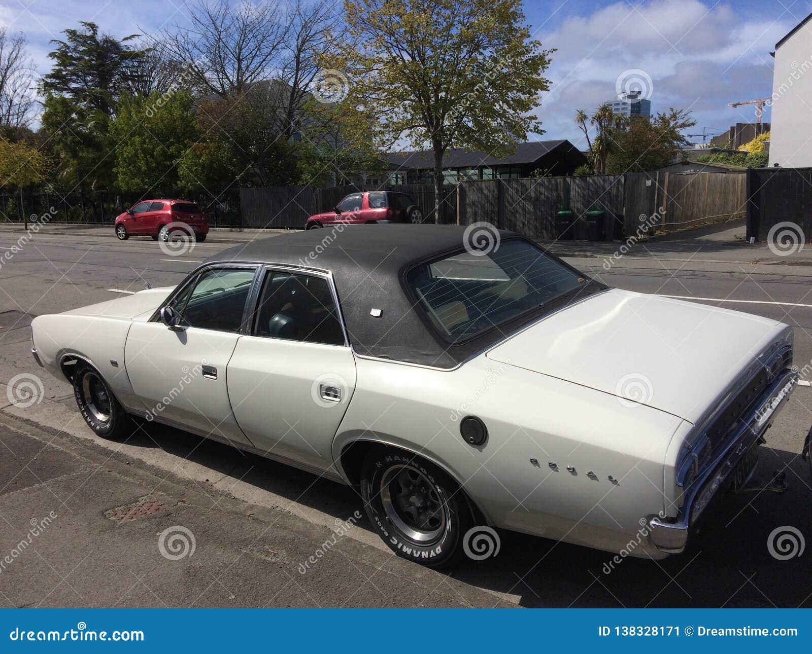 Minuterie de Chrysler 1975 majestueux vaillants vieille