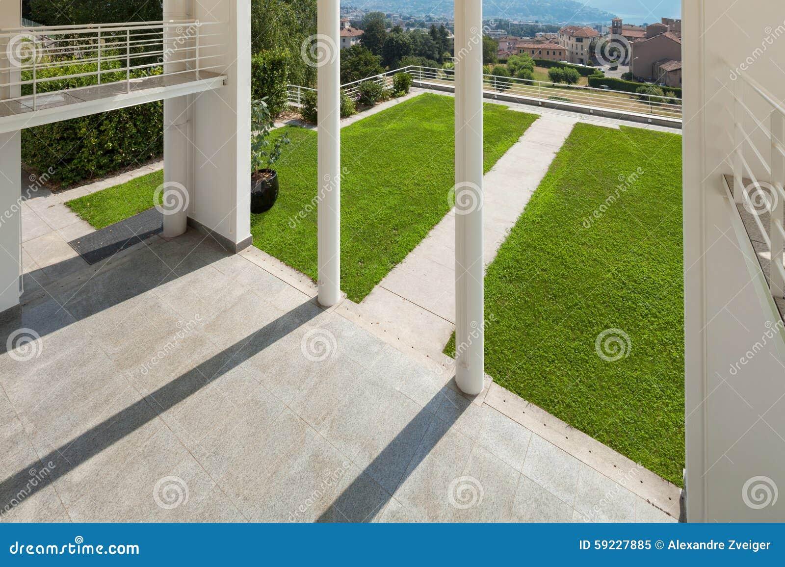 Download Mirador Ancho De Una Casa Moderna Imagen de archivo - Imagen de nadie, pórtico: 59227885