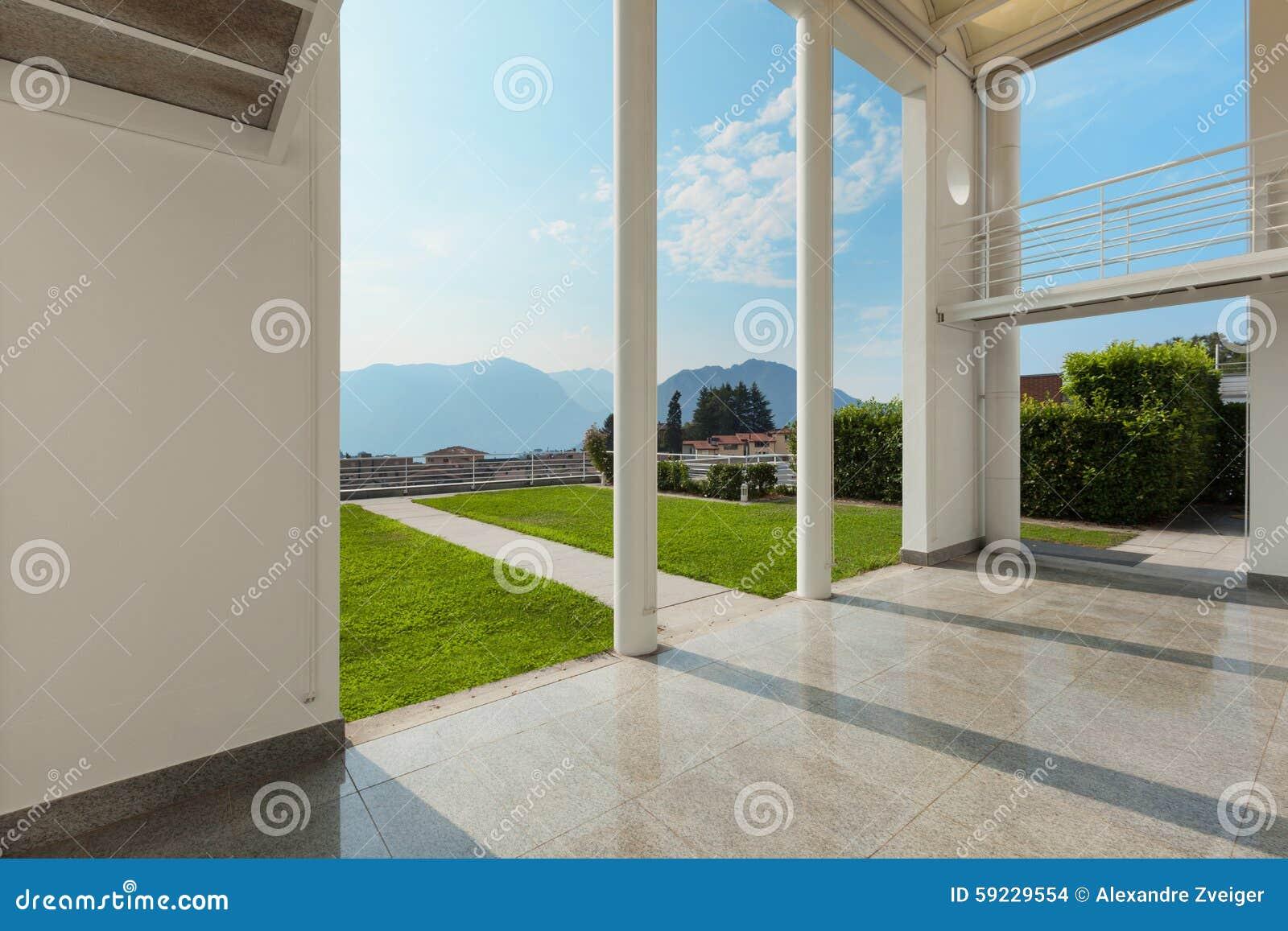 Mirador ancho de una casa moderna