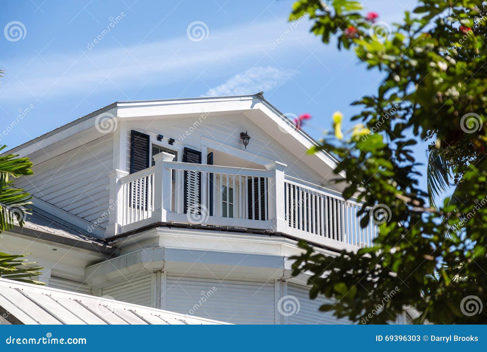 Casas de madera blancas casa de troncos escuadrados abeto - Casas de madera blancas ...