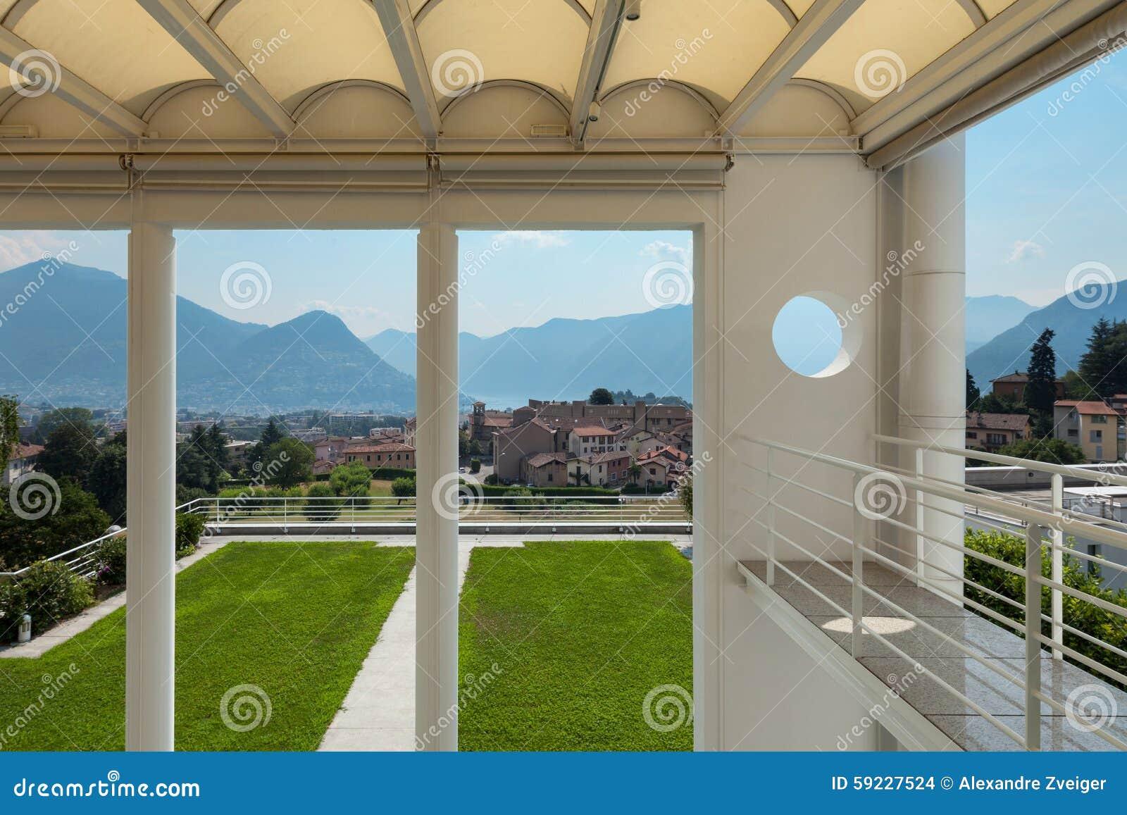 Mirador hermoso con la visión panorámica