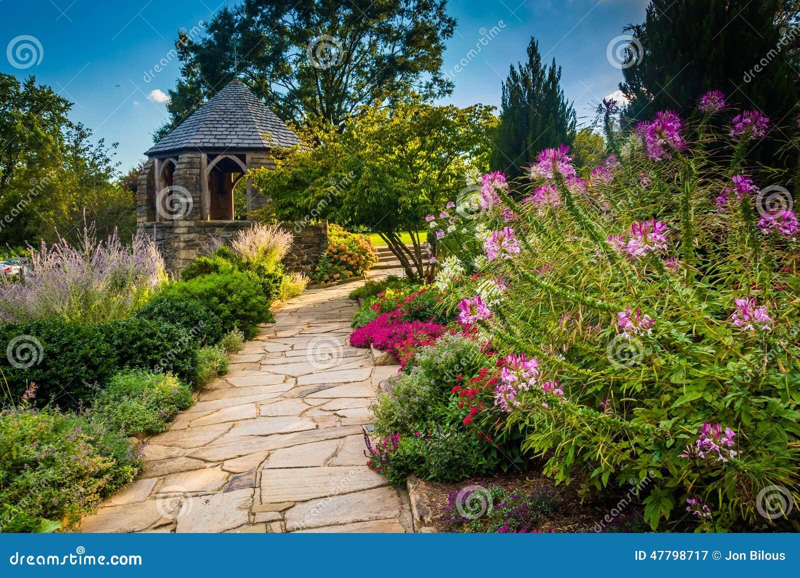 Miradouro no jardim do bispo em Washington National Cathedr