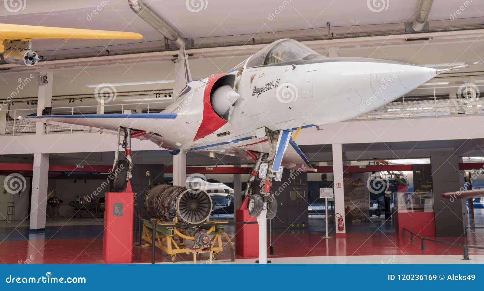 Mirage de Dassault 2000 1984 dans le musée de l astronautique et du poids du commerce