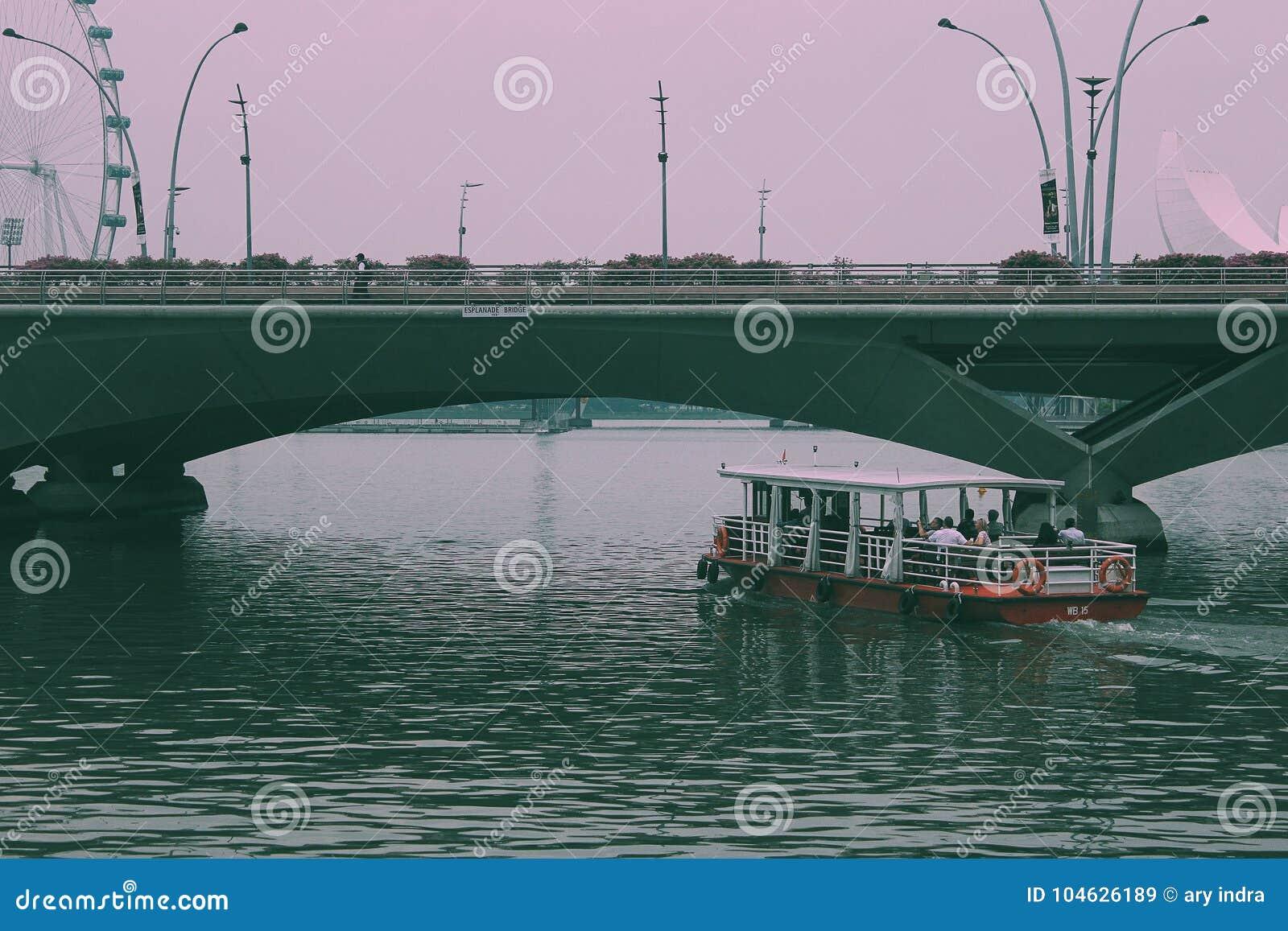 Download Mirakel van Singapore redactionele stock afbeelding. Afbeelding bestaande uit waterweg - 104626189