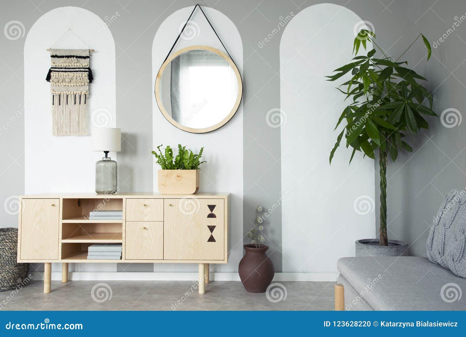 Miroir rond accrochant sur le mur en vraie photo de RO gris de vie