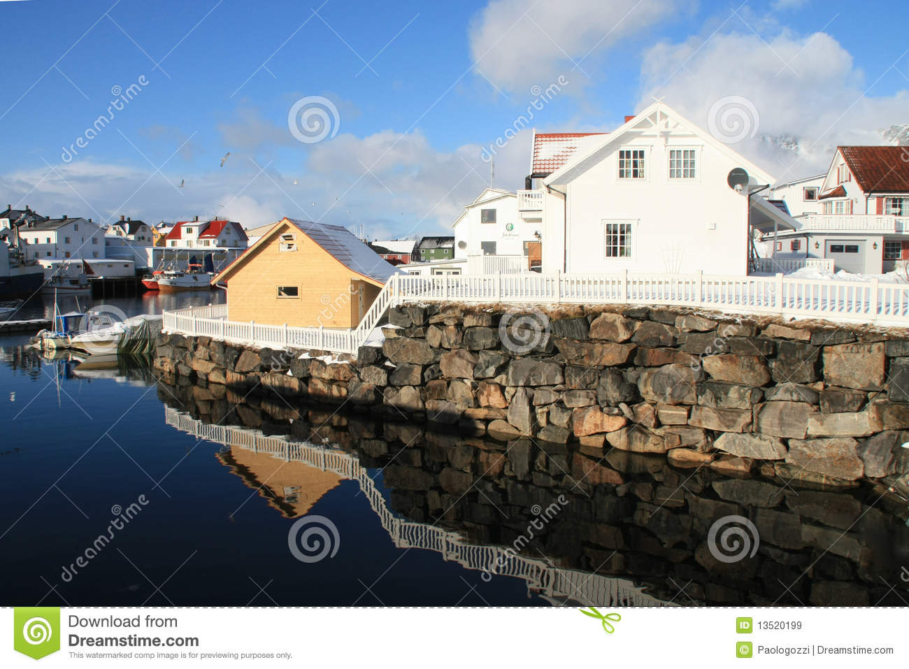 Mirroring in henningsvaer
