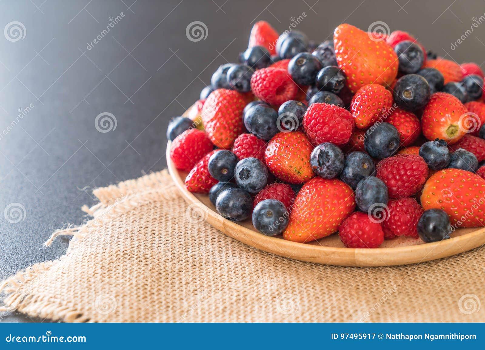 Mirtillo, fragola e rasberry freschi