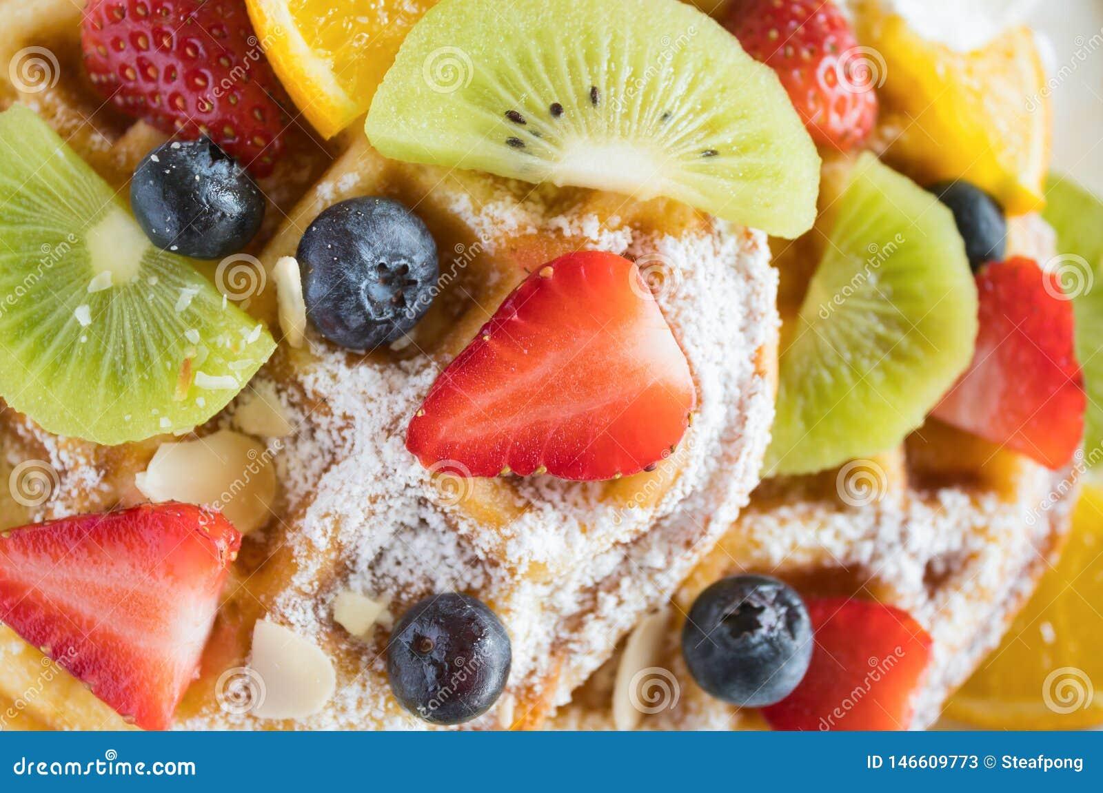 Mirtilo Kiwi Lemon Waffle Dessert da morango de Flatlay