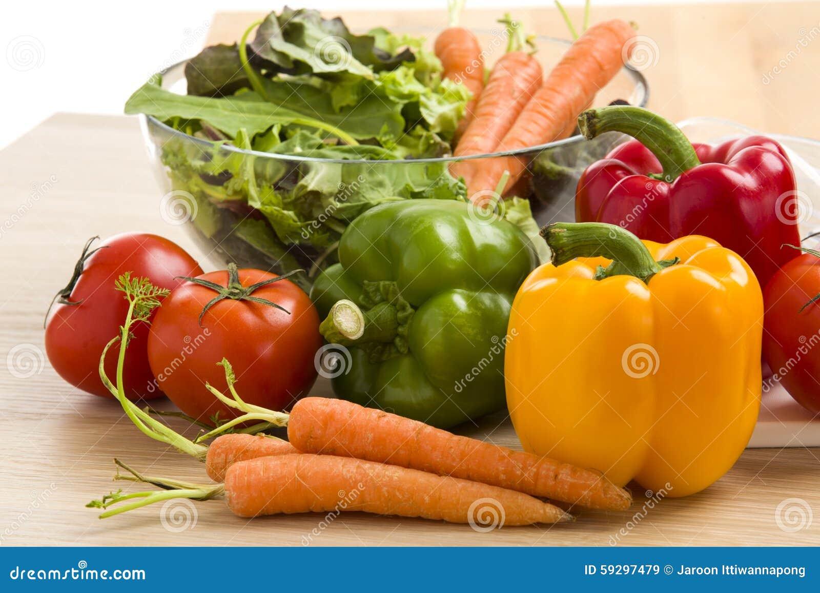 Miscela delle verdure su insalata