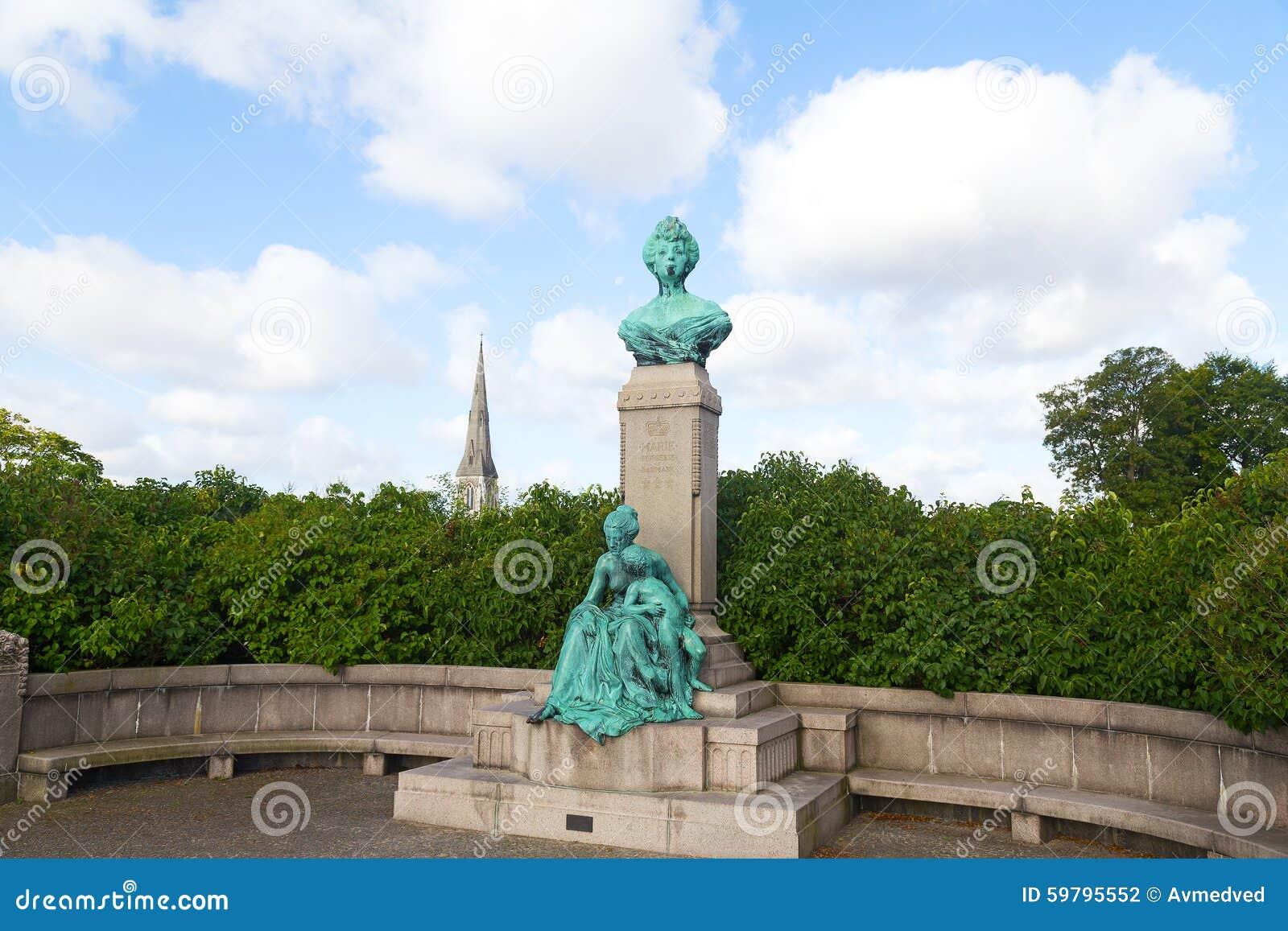 Mislukking en standbeeld van Prinses Marie van Orléans in Langelinie, Kopenhagen
