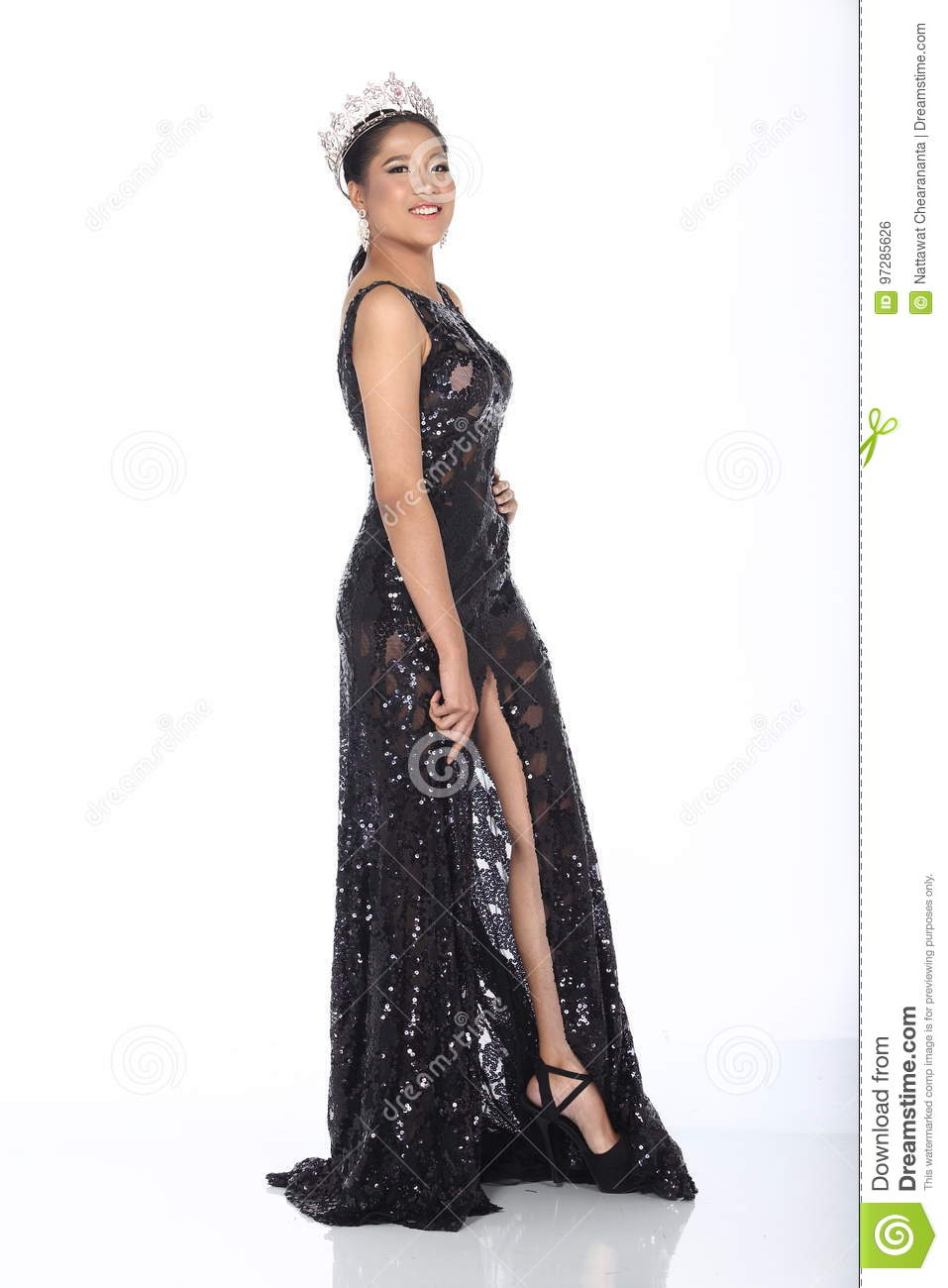 bc9d75ccde7 Black And White Evening Gown Pictures