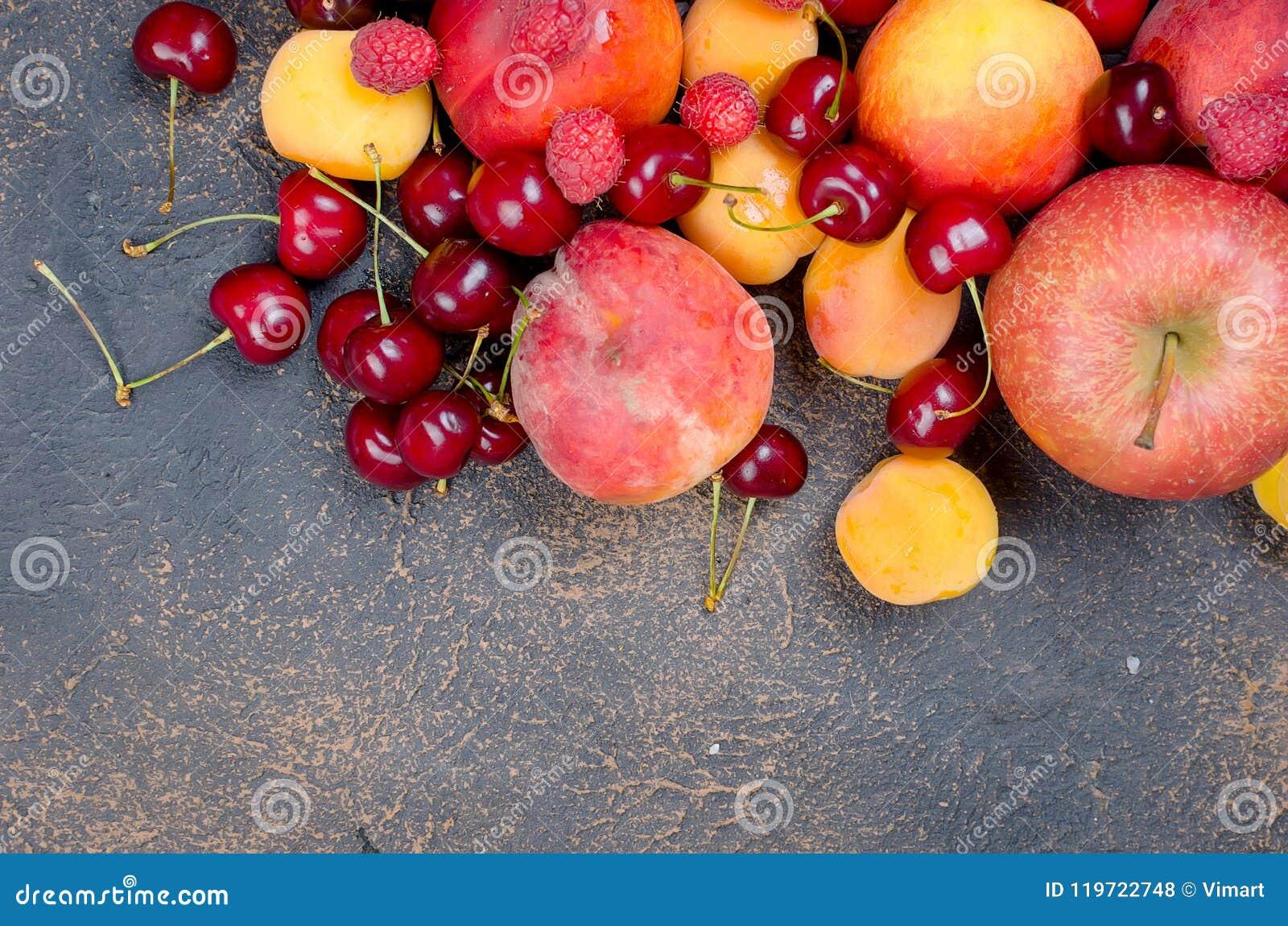 Misto molti frutti stagionali differenti