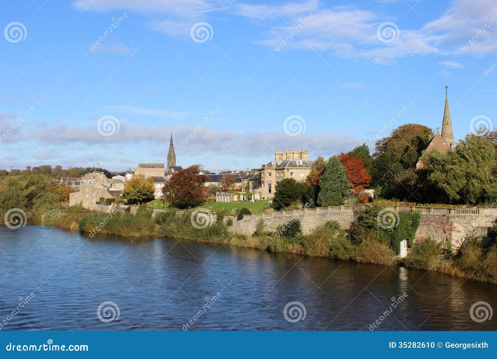 Mistura de lã do rio em Kelso, região de beiras, Escócia