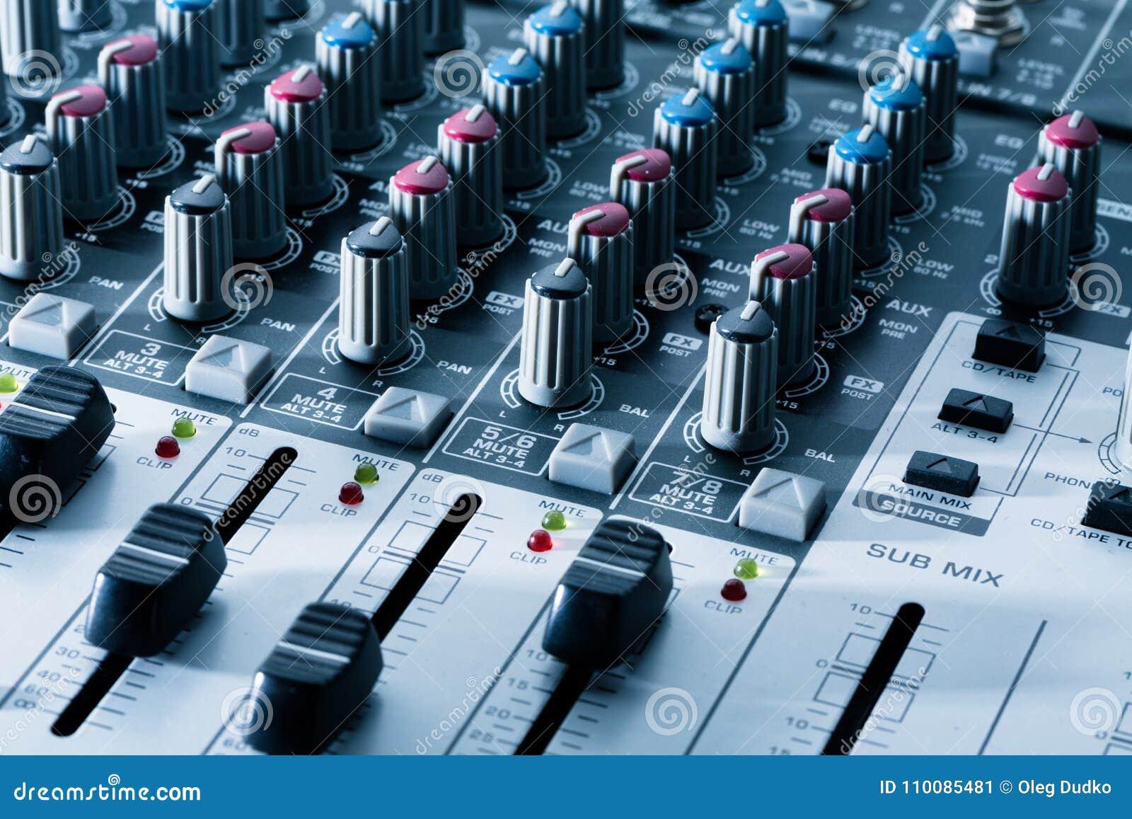 Misturador audio moderno, fim acima