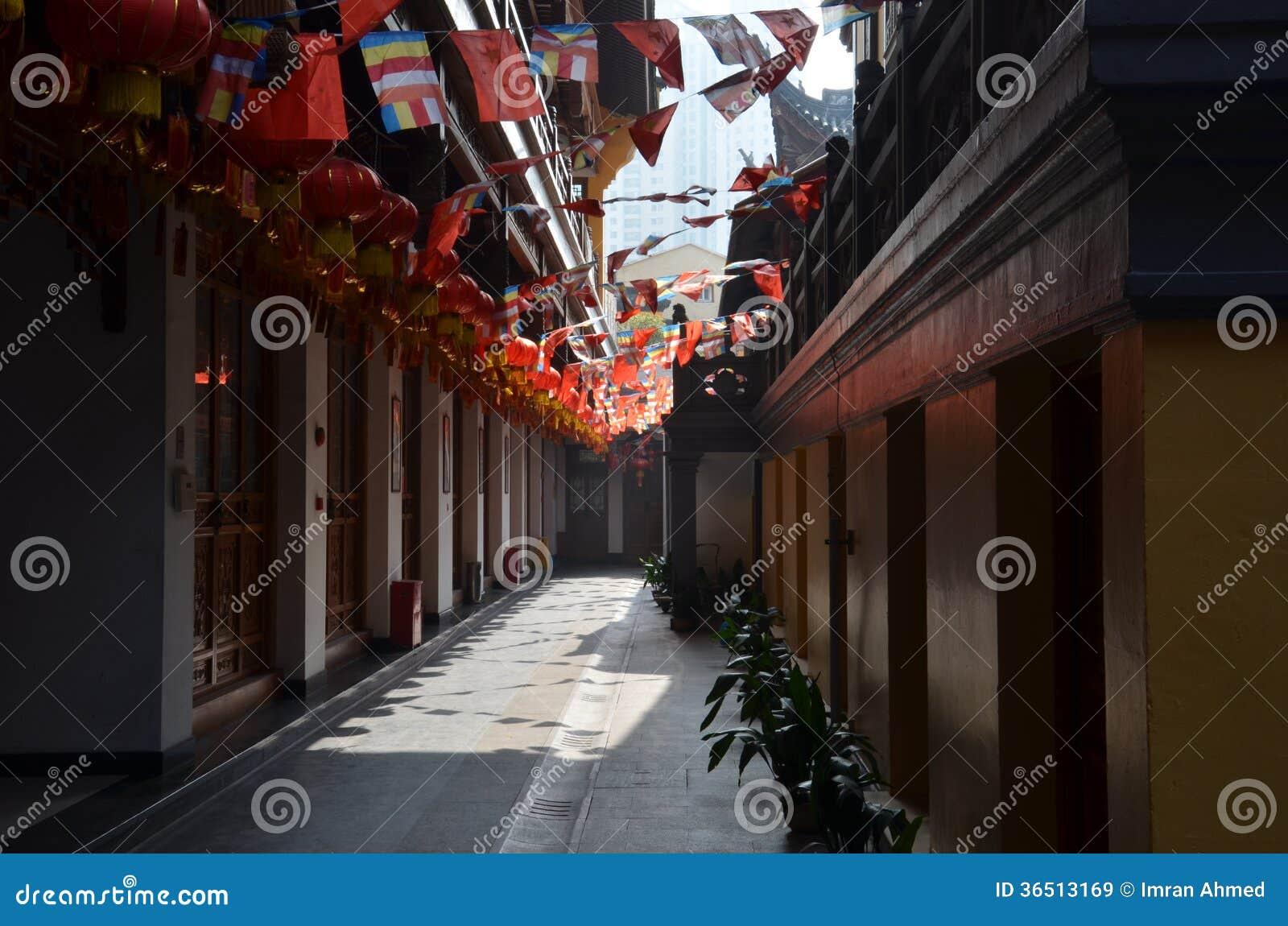 Misty Hallway à l intérieur de temple chinois Changhaï