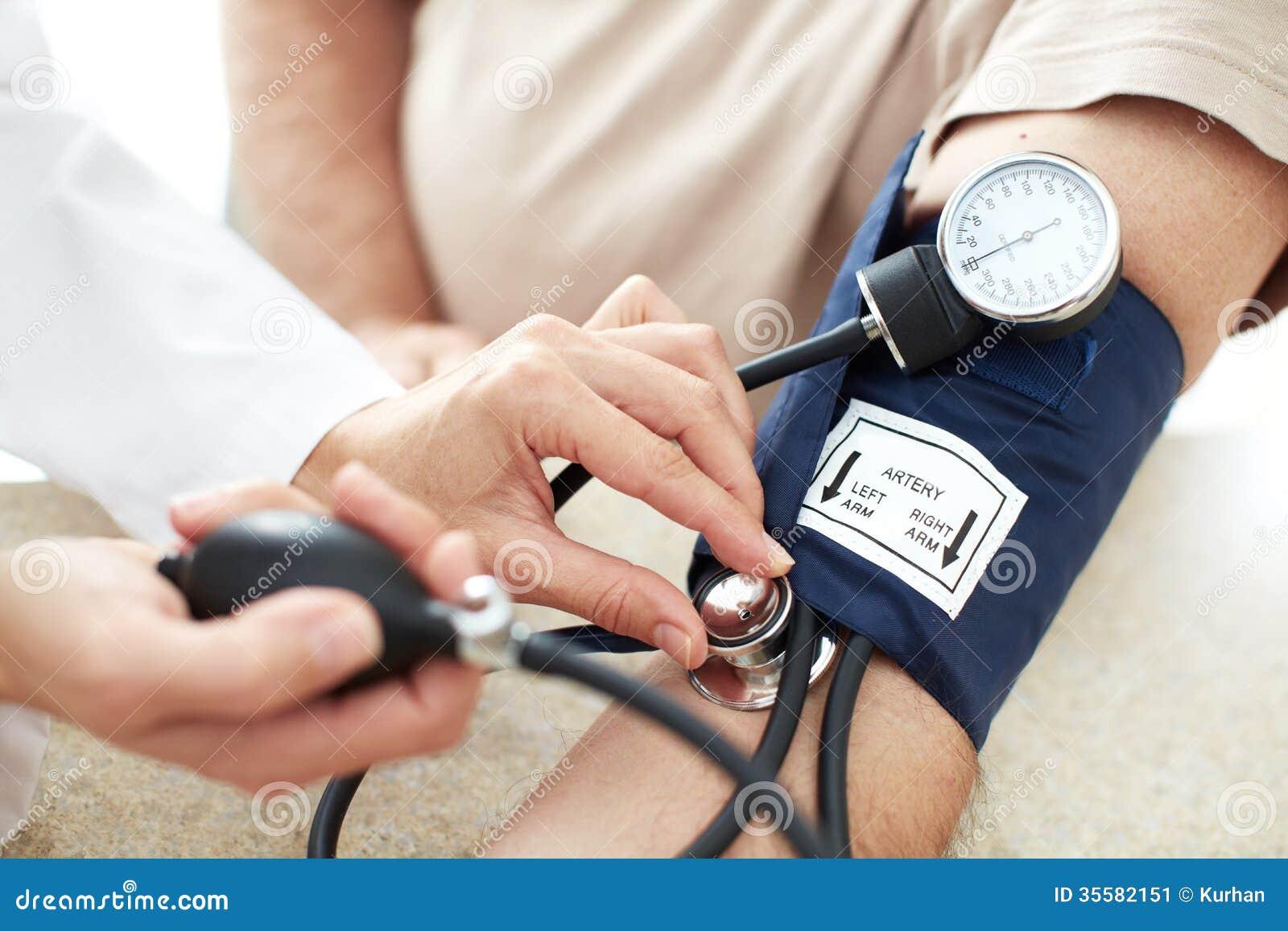Misurazione Di Pressione Sanguigna. Immagine Stock..
