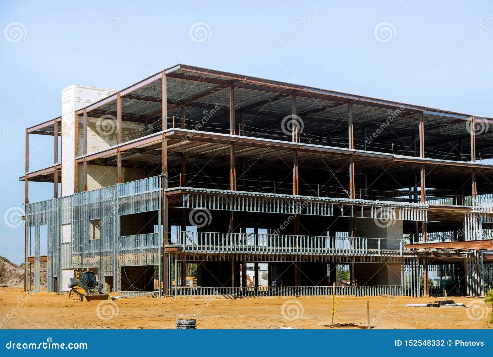 Mit Stahlträger im Bau errichten