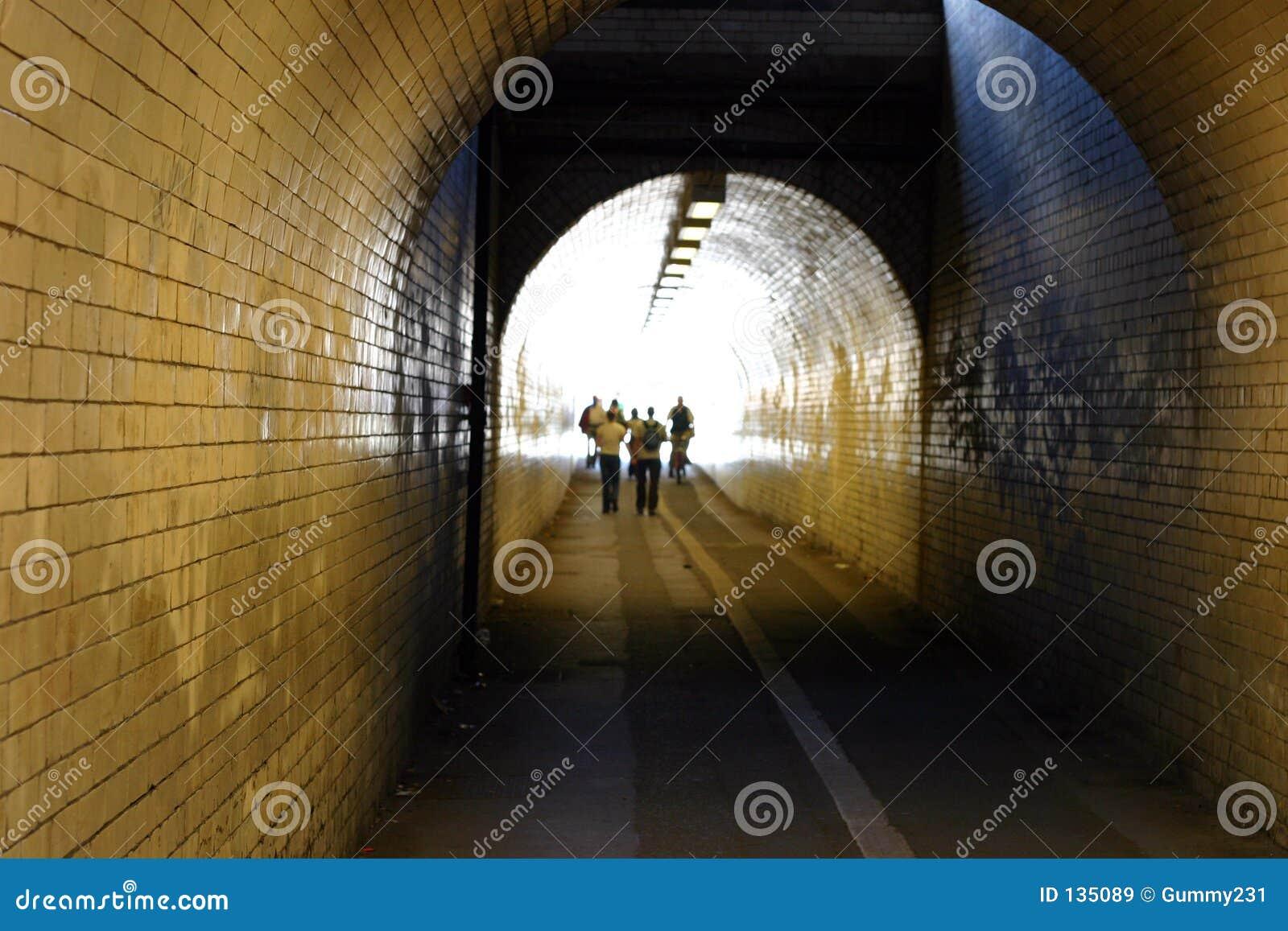 Mit Ziegeln gedeckter Tunnel