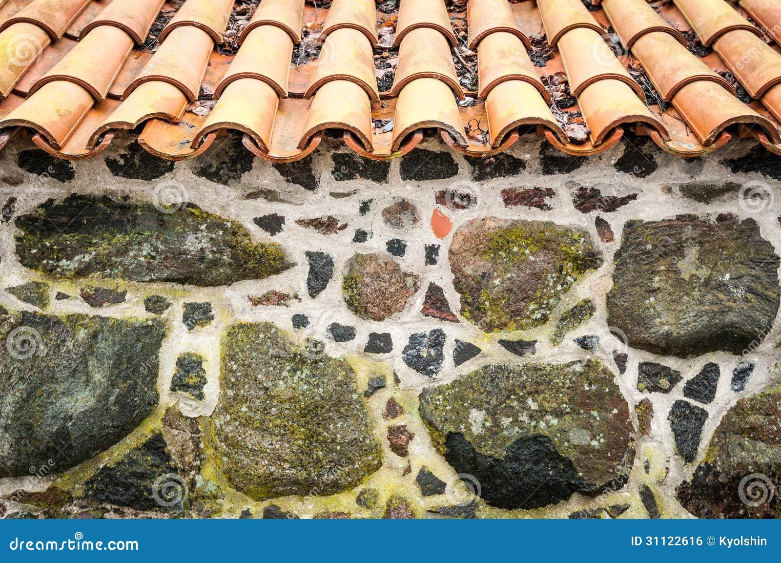 mit ziegeln gedecktes dach und wand verziert mit steinen lizenzfreies stockbild bild 31122616. Black Bedroom Furniture Sets. Home Design Ideas
