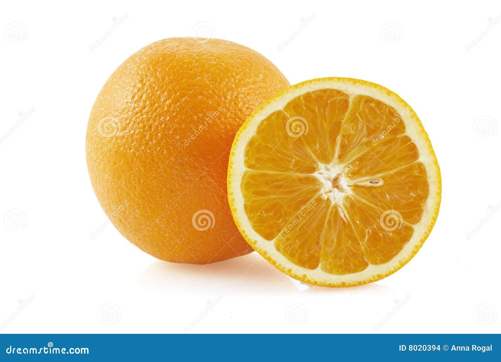 Mitad de anaranjado y de la naranja.