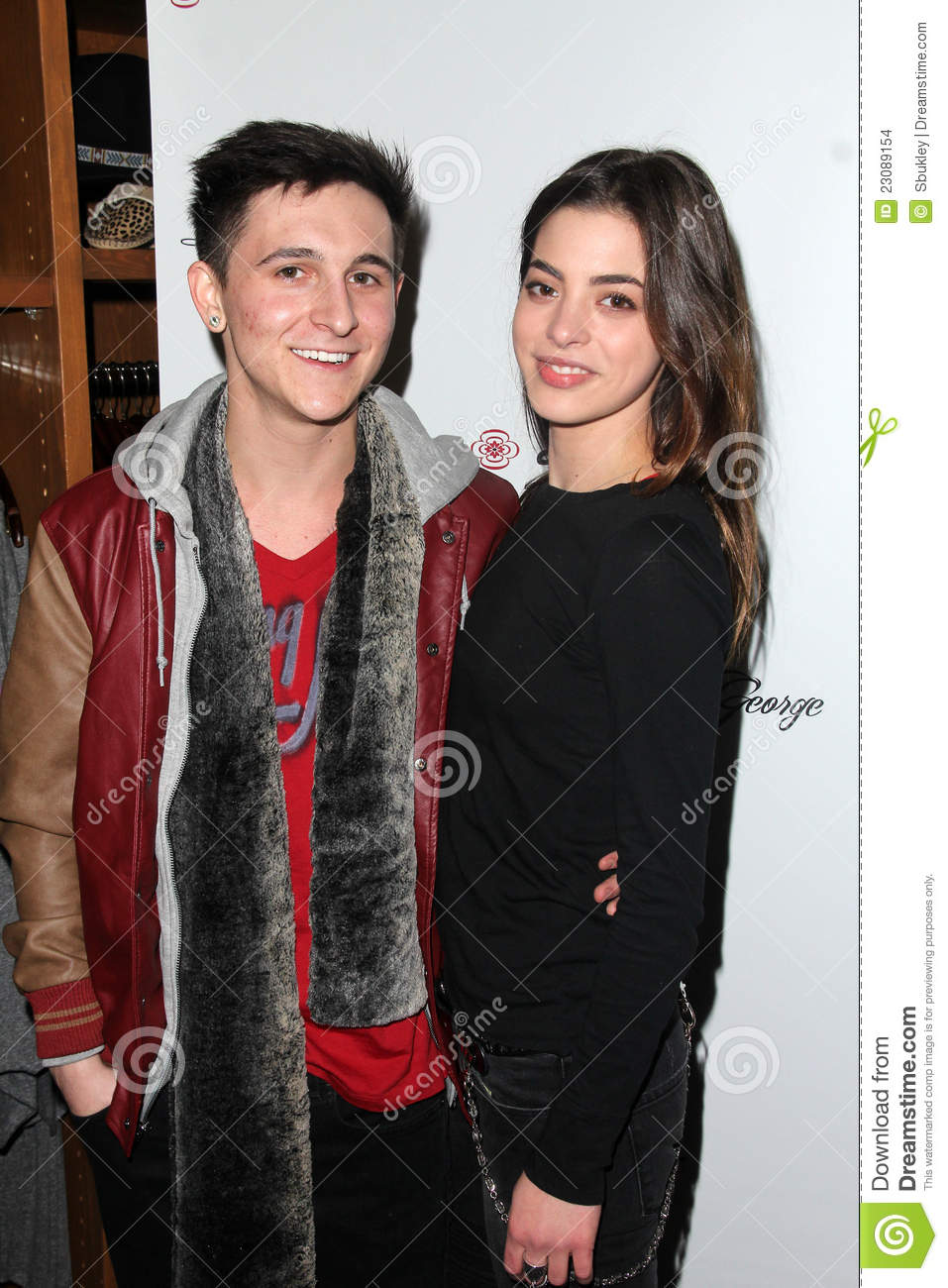 mitchel musso dating gia mantegna Large photo gallery featuring gia mantegna actor wilmer valderramagia is joe mantegna`s friend mitchel musso, tony oller.