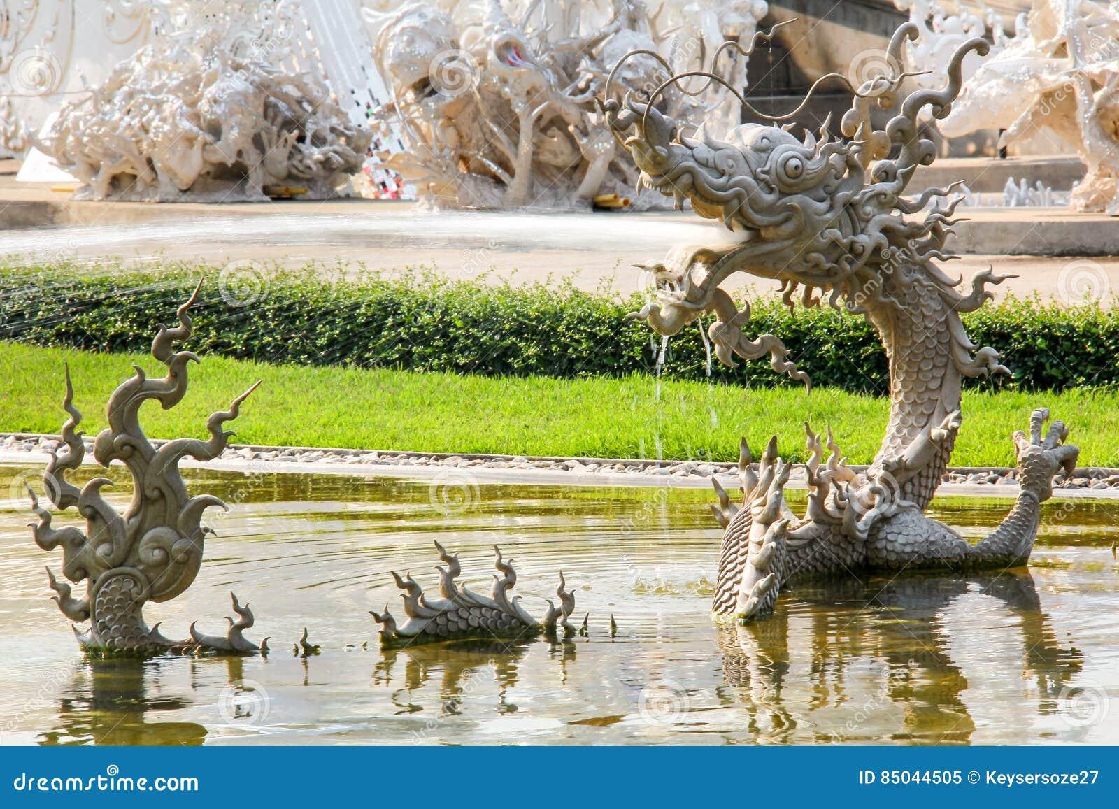 Mito tailandês Dragon Sculpture