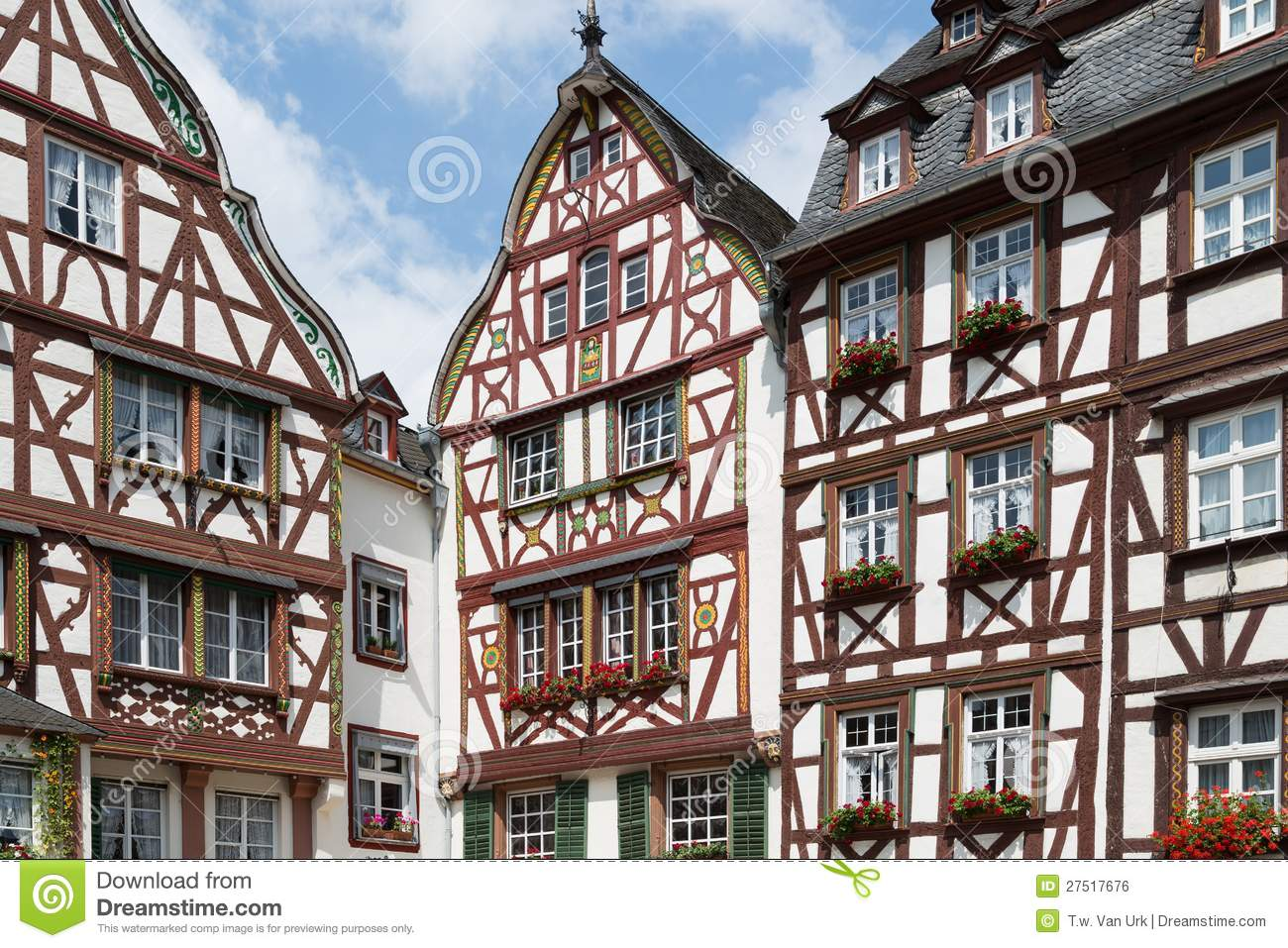 mittelalterliche h user in bernkastel deutschland stockfoto bild 27517676. Black Bedroom Furniture Sets. Home Design Ideas