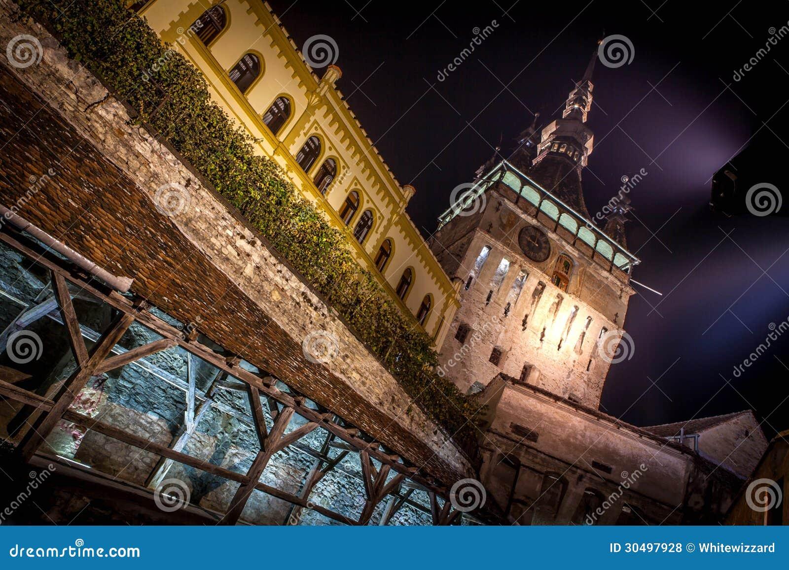 Mittelalterliche Stadt Sighisoara, eingelassene Nachtzeit Rumäniens Foto